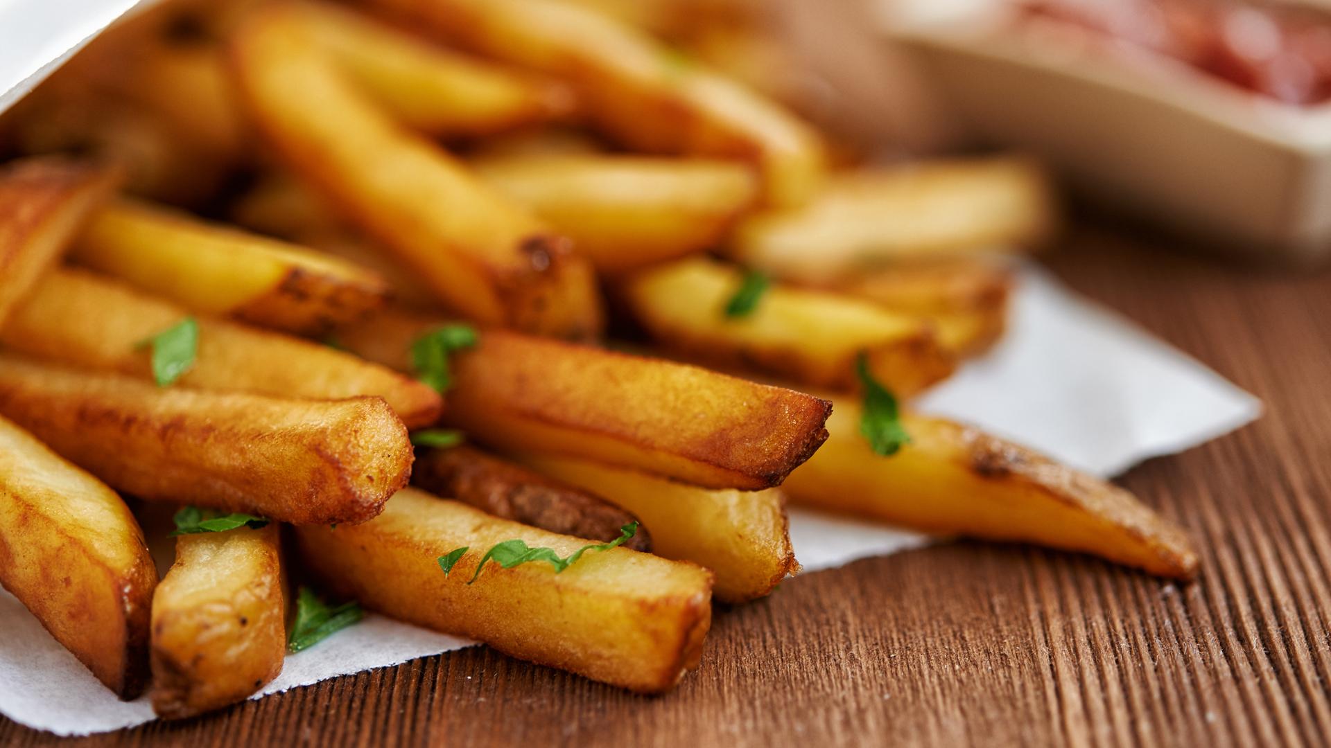 Para que sean más saludables, las papas pueden prepararse en el horno (iStock)