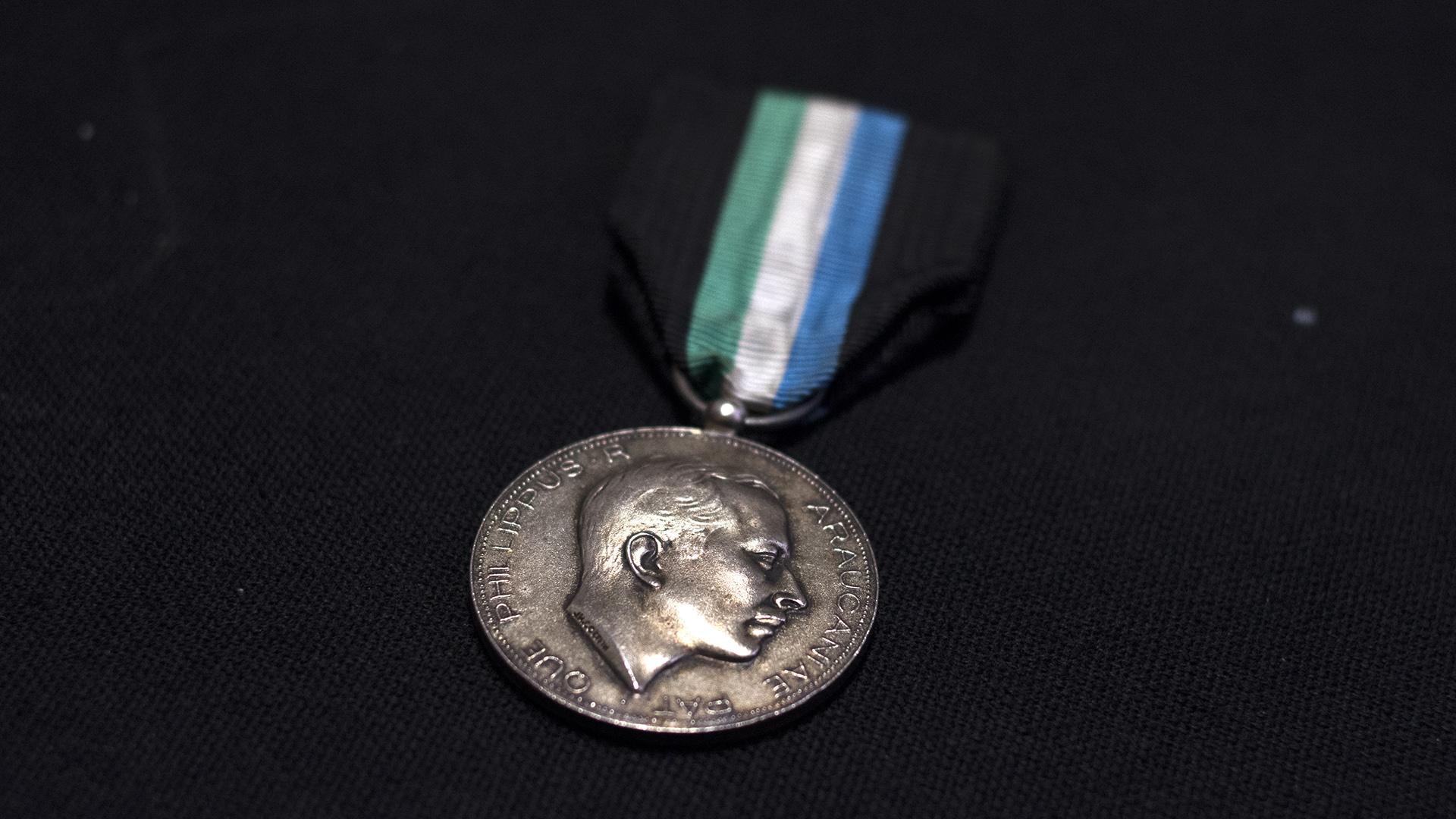 Medalla del Príncipe Felipe. Fue otro de los pretendientes al Trono del Reino de la Araucanía y Patagonia (Adrián Escandar)
