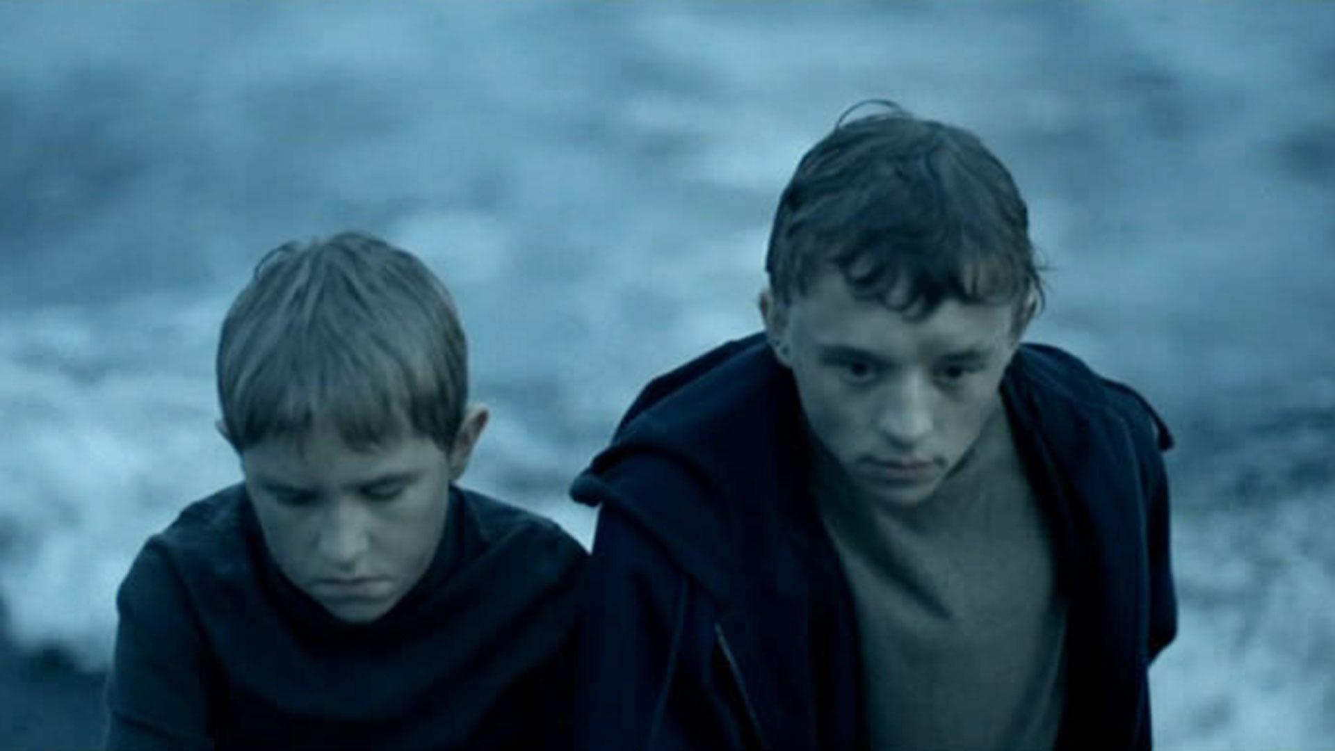 """Imagen de """"El regreso"""". Un dato muy triste: Vladimir Garin (el hermano mayor, en la película) se ahogó un par de semanas después de terminar el rodaje."""