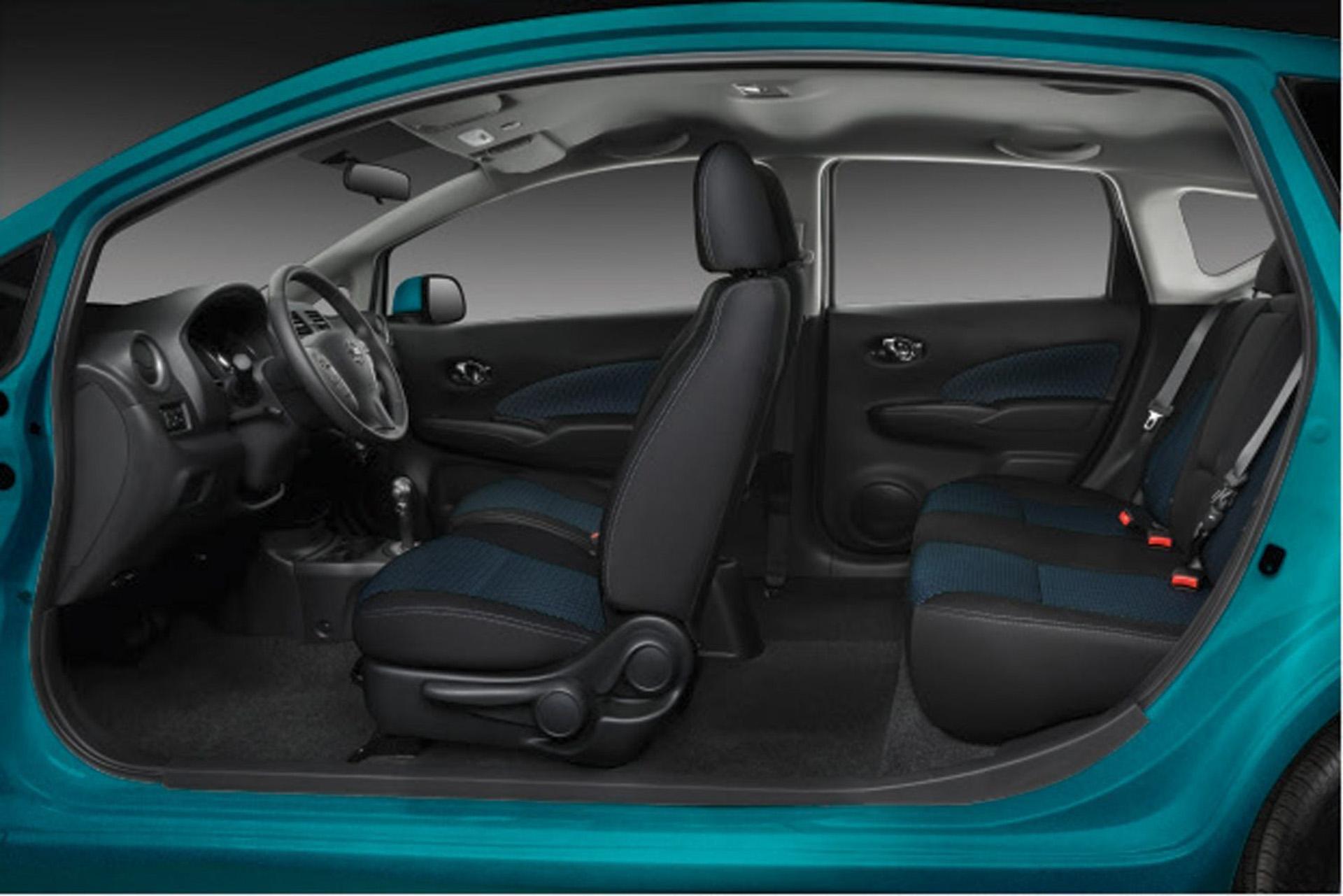 Forma y funcionalidad se unen en el interior del Nissan Note. Un diseño sorprendentemente espacioso y práctico que permite disfrutar del viaje con pasajeros en plena comodidad
