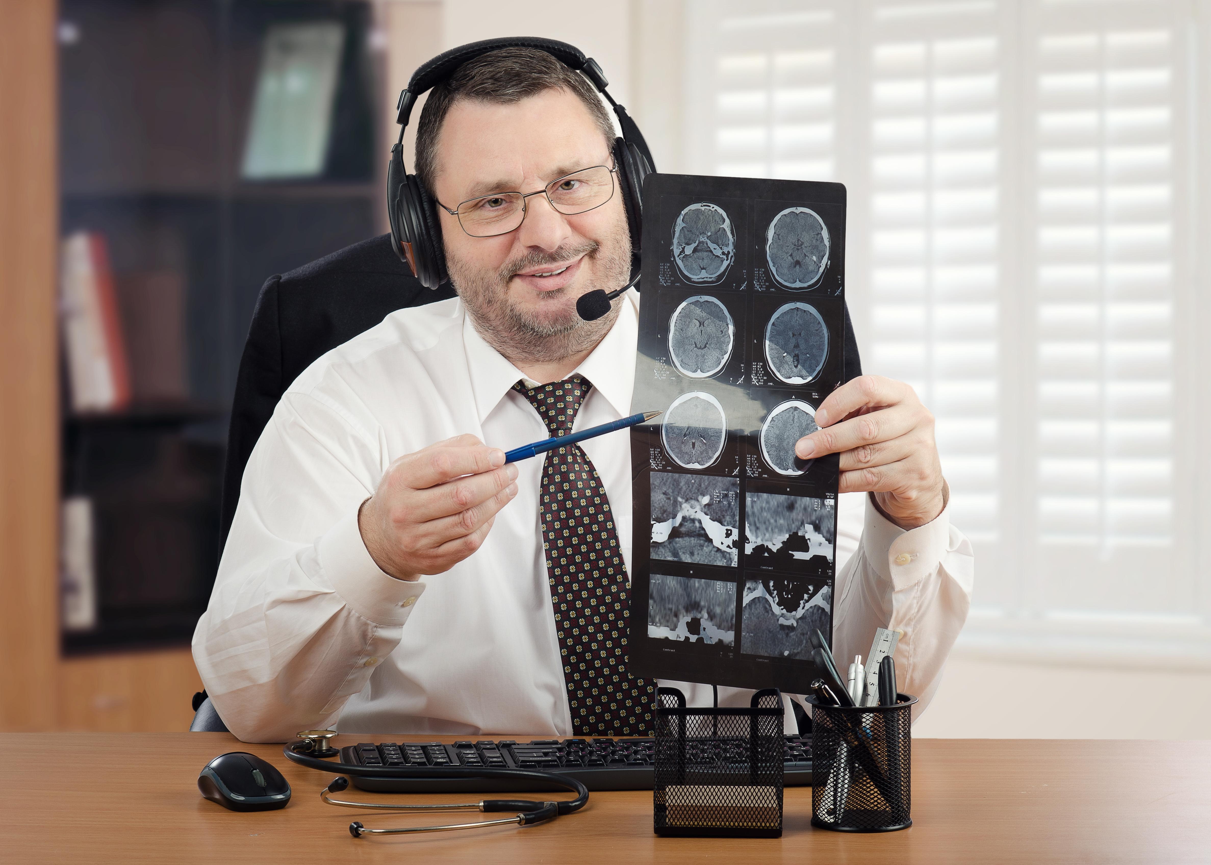 Sus tareas son consultas a distancia, consultorios virtuales por videoconferencia, teleseguimiento de pacientes, telediagnóstico y teletratamiento (iStock)