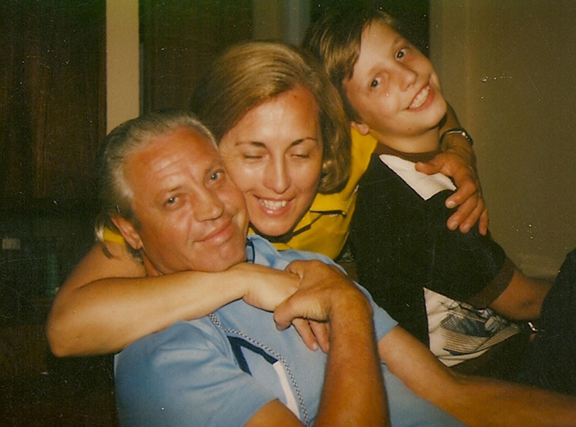 Con su papá, Jack, y su mamá, Ana María