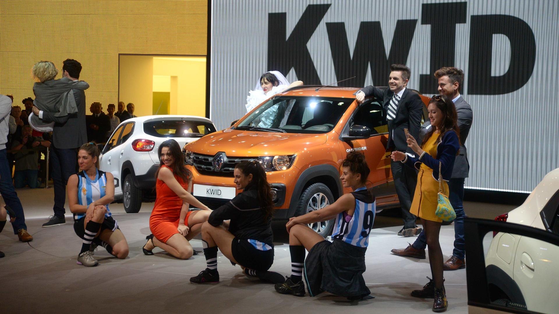 La presentación del Kwid en el Salón de Buenos Aires estuvo acompañada de un show repleto de famosos (Enrique Abatte)