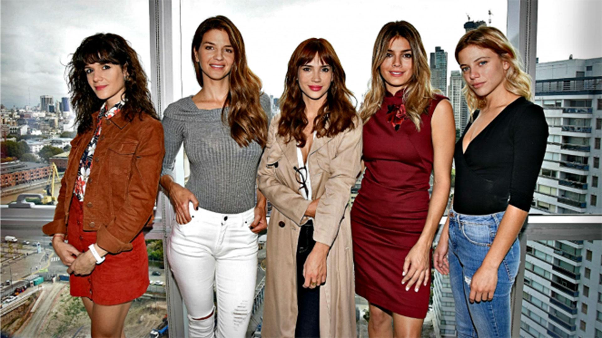 """""""Las Estrellas"""": Violeta Urtizberea, Kloosterboer, Celeste Cid, Natalie Pérez y Justina Bustos"""