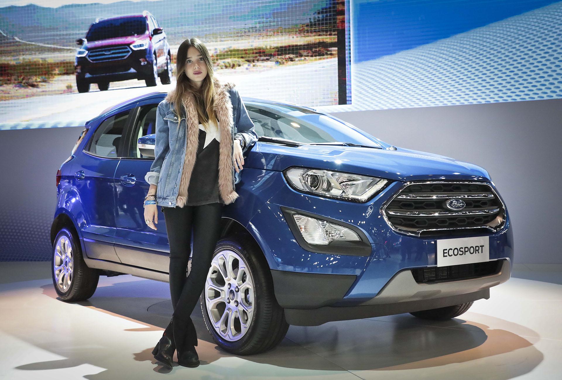 Lucía Celasco posó junto a la Nueva Ecosport