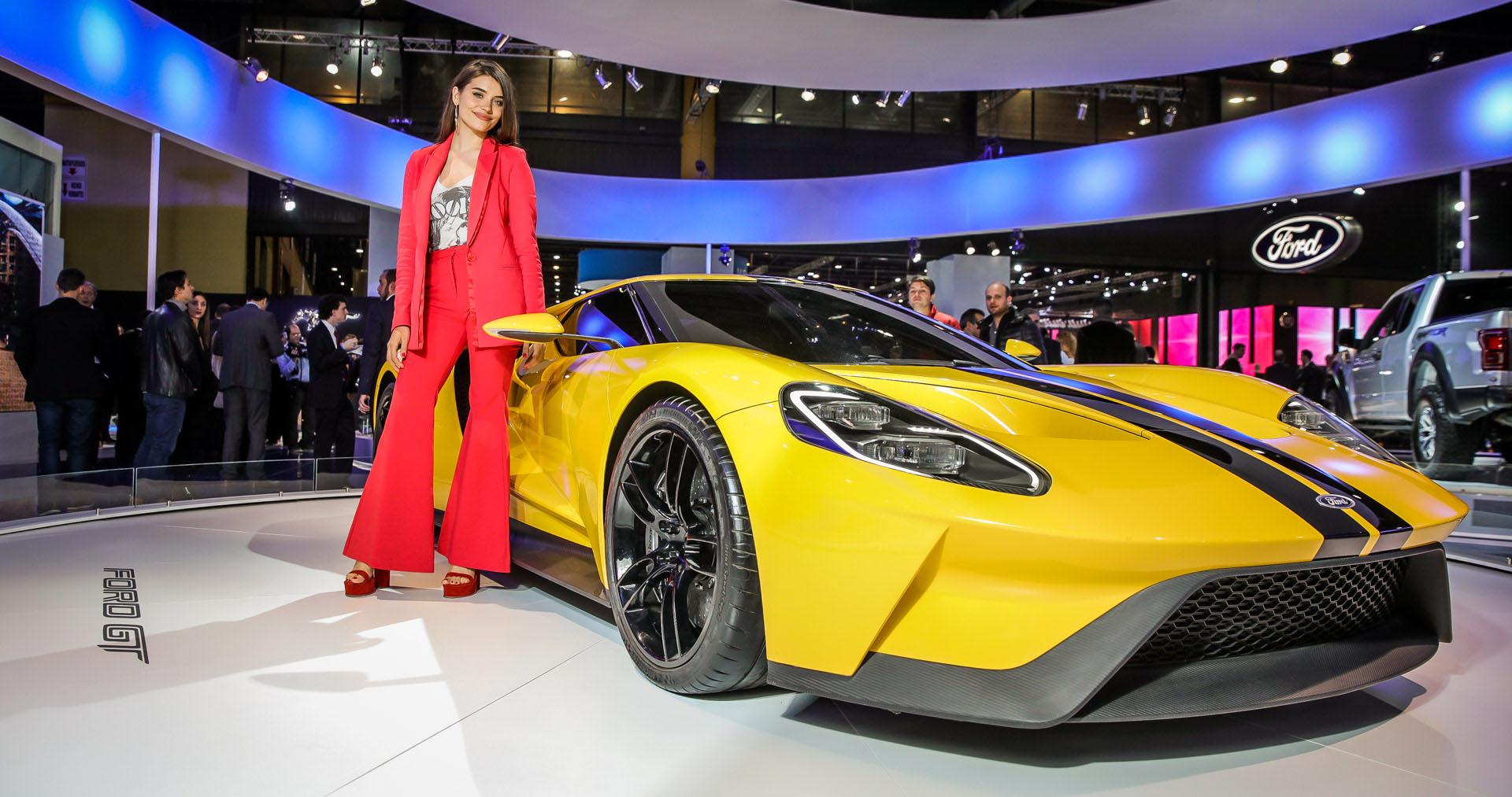 El Ford GT atrajo todas las miradas, incluso, la de Eva de Dominici