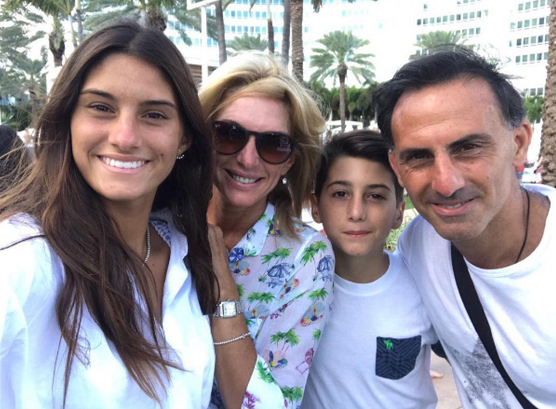 Yanina y Diego con sus hijos, Lola y Dieguito