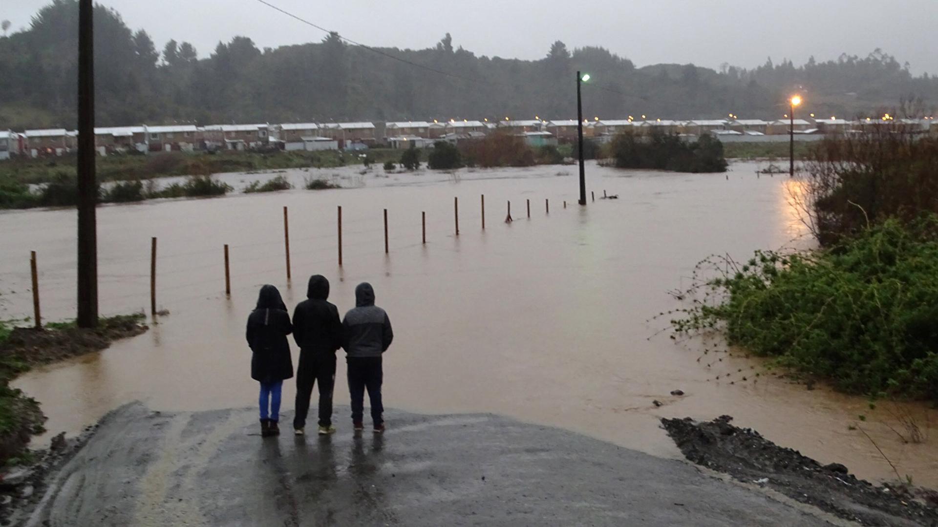 Una zona inundada por las lluvias torrenciales que causaron el desbordamiento de un río en la ciudad de Curanilahue, al sur de Chile