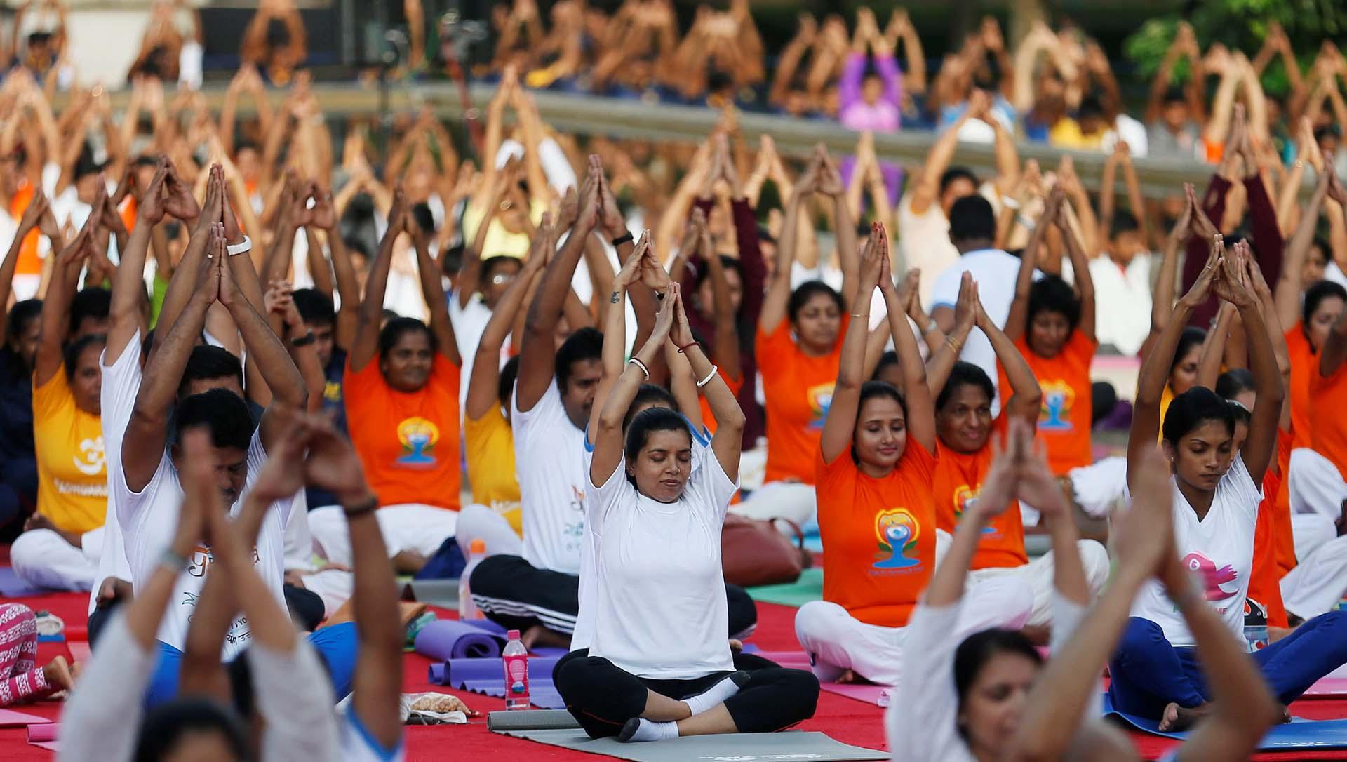 Evento para celebrar el Día Internacional del Yoga en Colombo, Sri Lanka