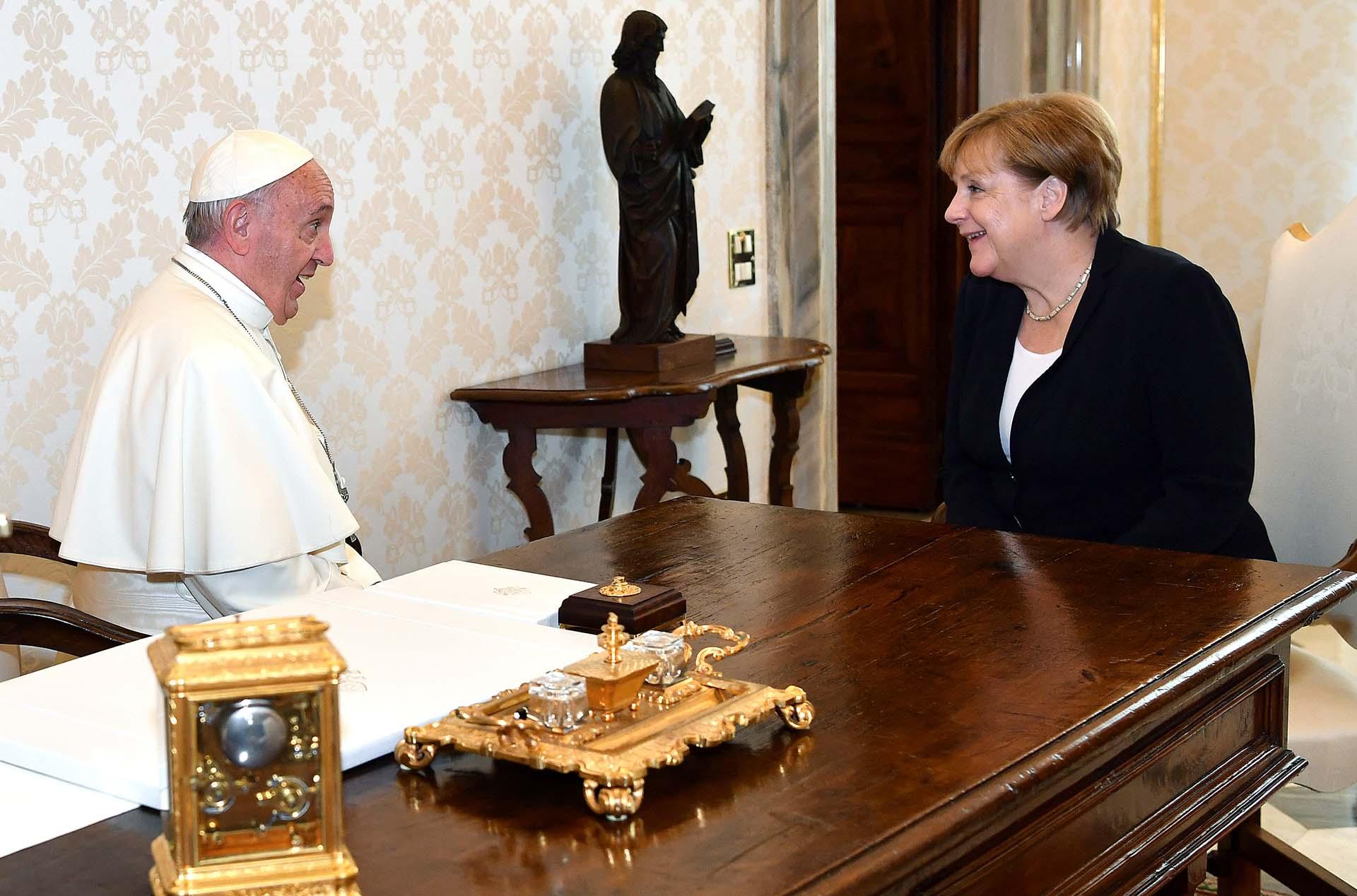 La canciller alemana Angela Merkel fue recibida por el papa Francisco en el Vaticano