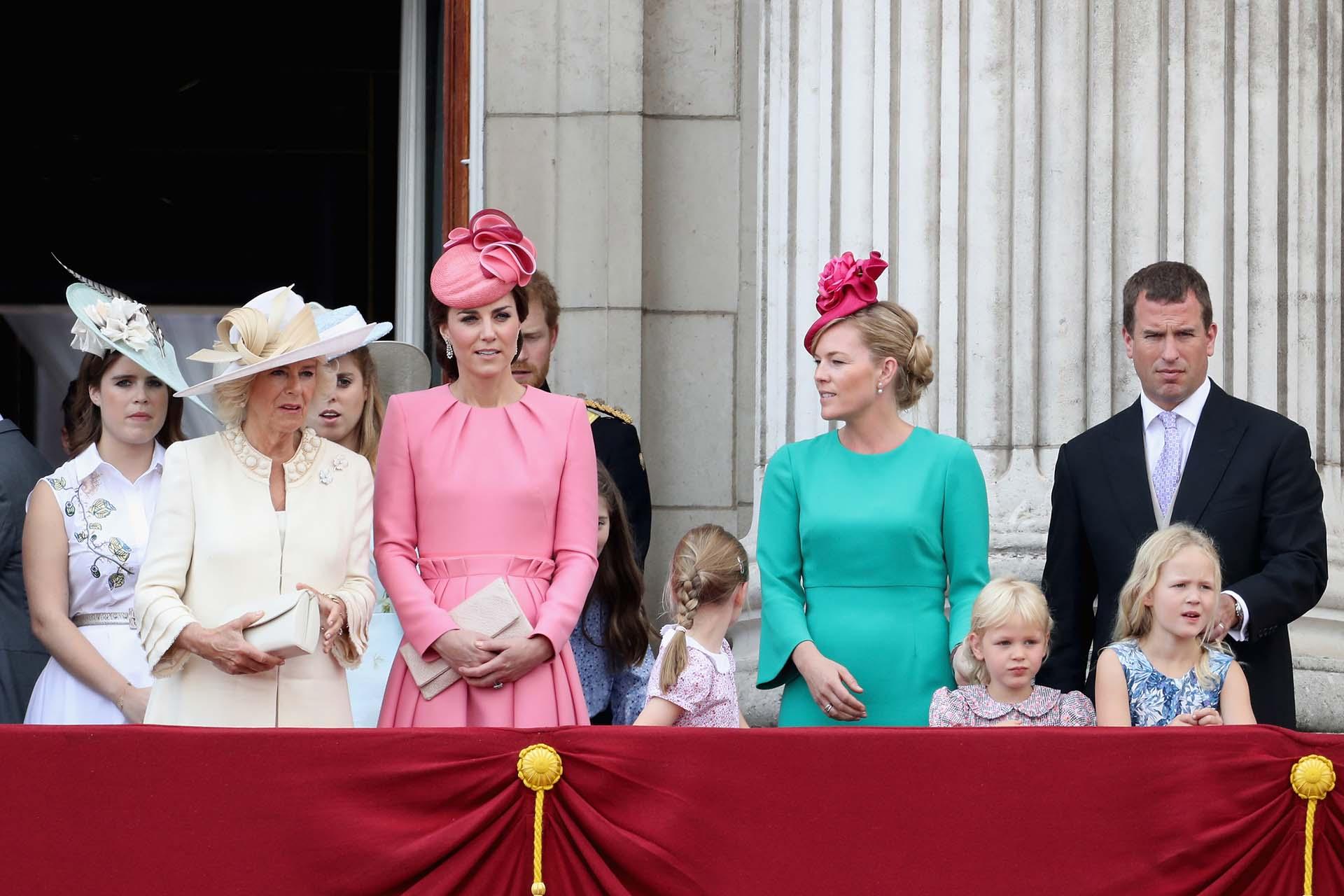 La princesa Eugenia de York junto a Camilla, duquesa de Cornwall; Catalina de Cambridge, Autumn, Isla, Savannah y Peter Phillips