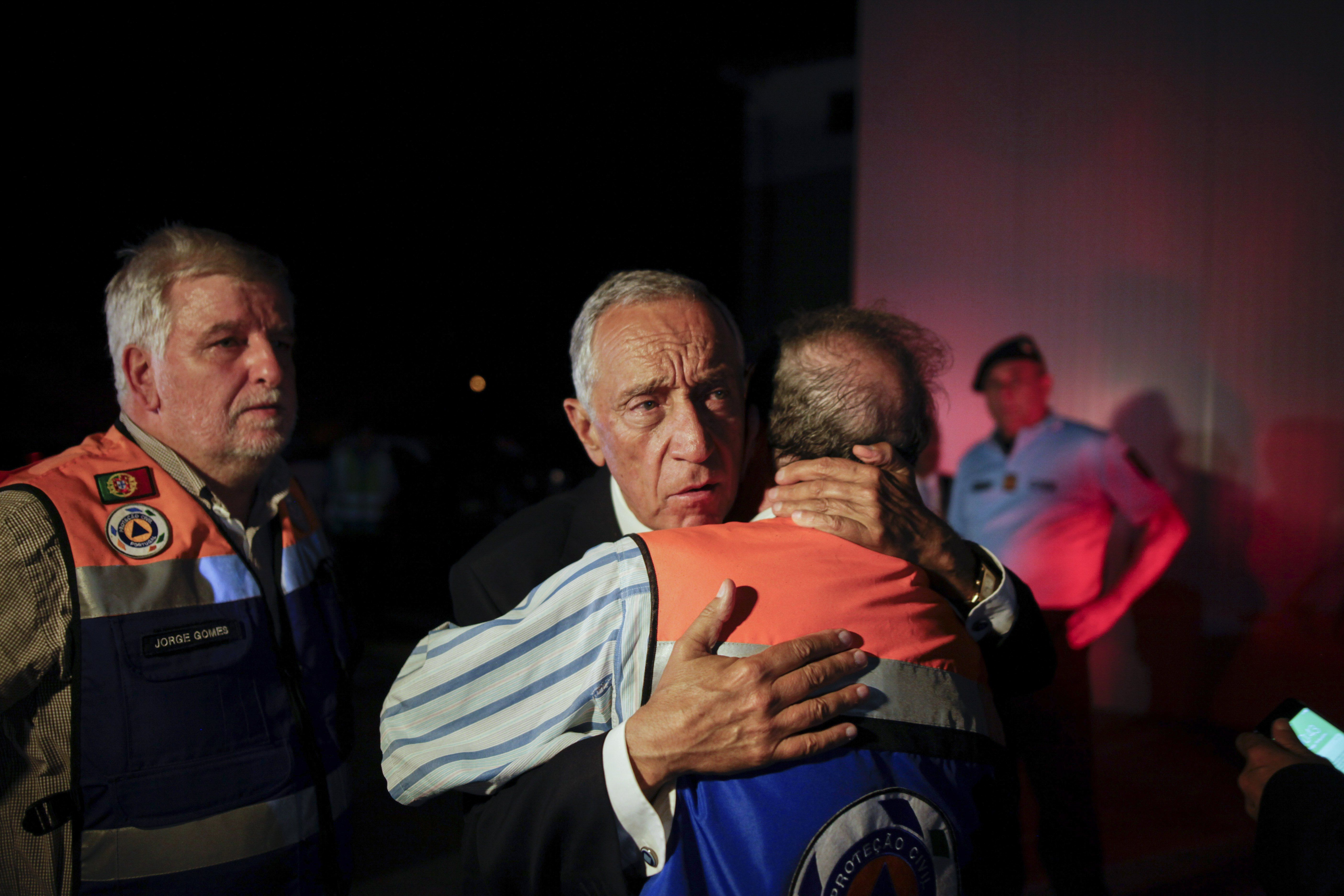 El presidente de PortugalMarcelo Rebelo de Sousa visitó el lugar de la tragegia. (EFE/EPA/PAULO CUNHA)