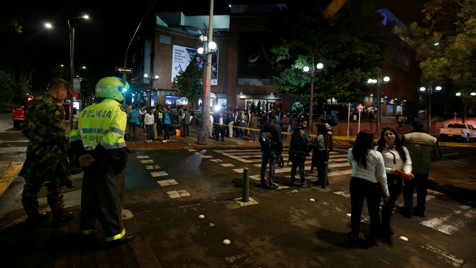 11 heridos y 3 muertos en atentado en Bogotá