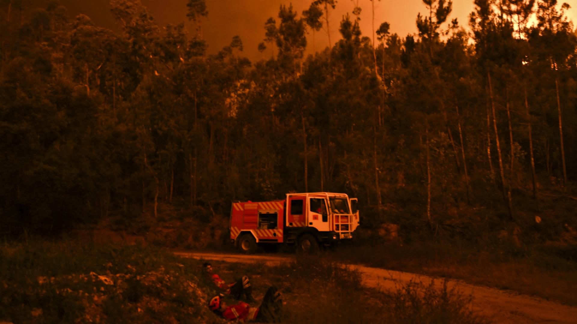 Suben a 62 los muertos en incendio de Portugal