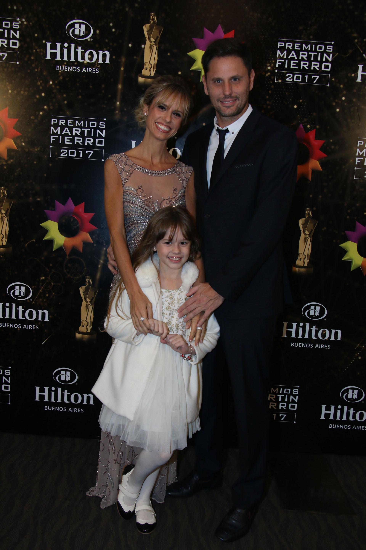 Mariana Fabbiani con su marido, el productor Mariano Chihade y su hija, Matilda