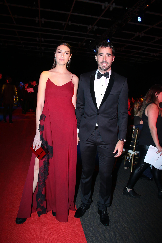 Nacho Viale, por Rochas, y su novia, Lucía Pedraza, por Evangelina Bomparola