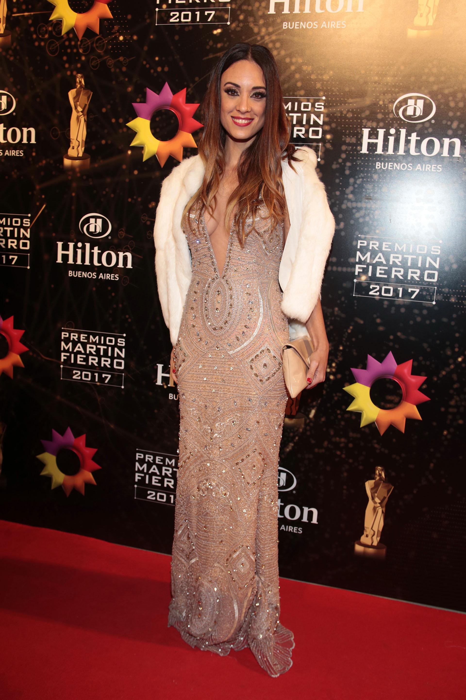 Martina Gusman, por Natalia Antolin, vestido con bordado geométrico de piedras y cristales (Christian Bochichio)