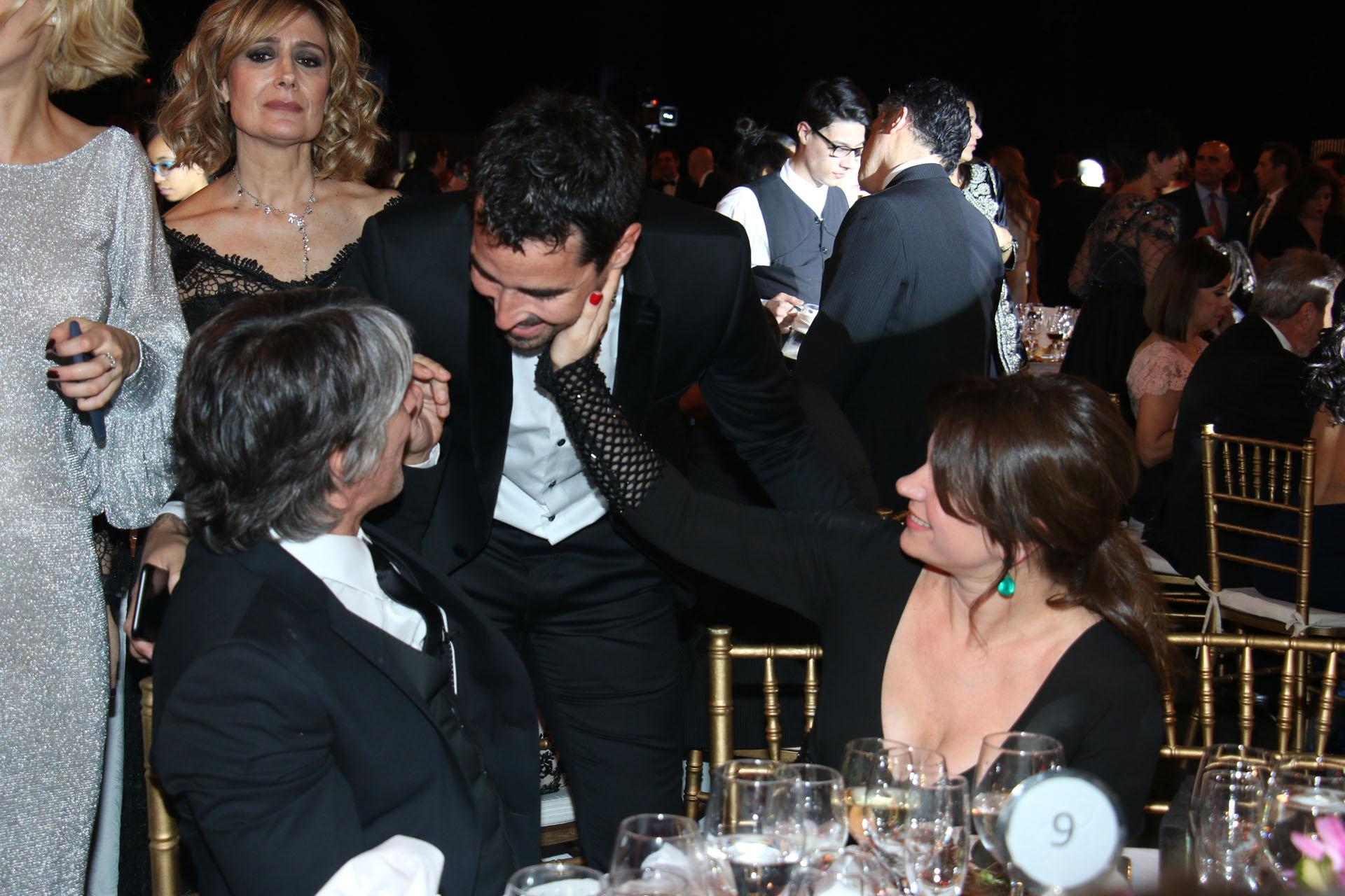 Nacho Viale saluda a Pablo Echarri y a Nancy Dupláa