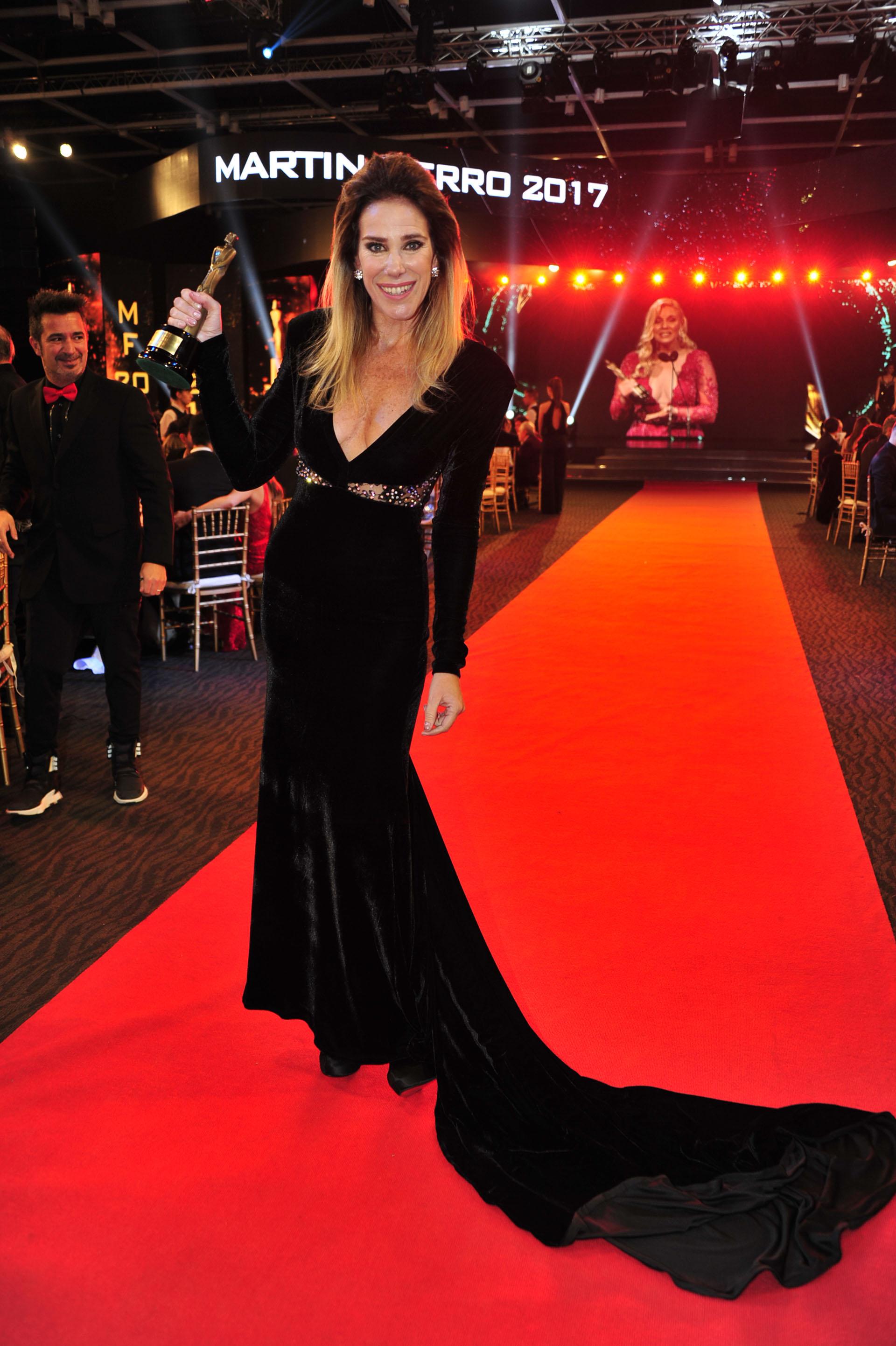 Marcela Baños con el premio a Pasión