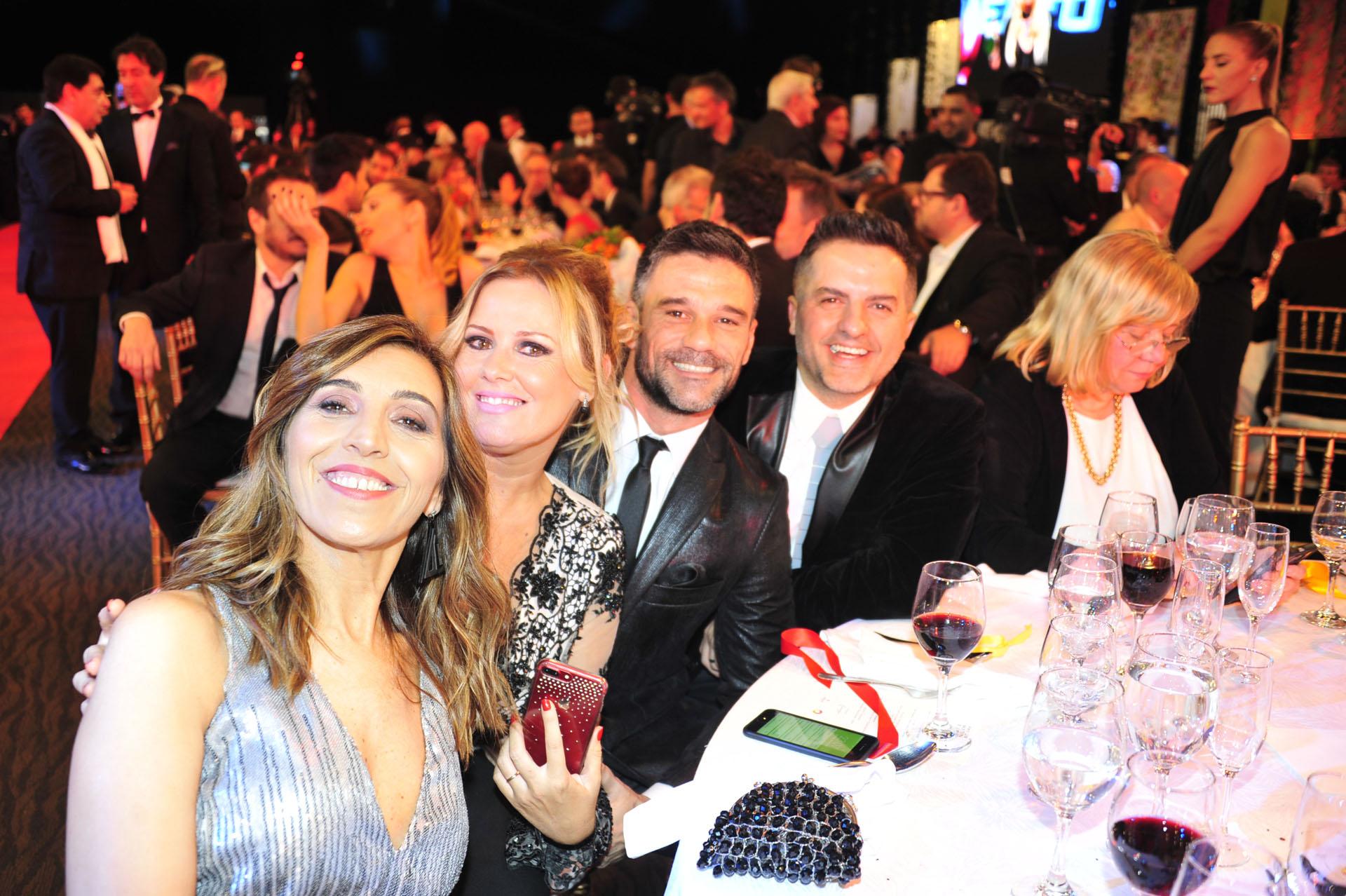 Karina Iavícoli, Pilar Smith, Lucas Bertero y Ängel de Brito