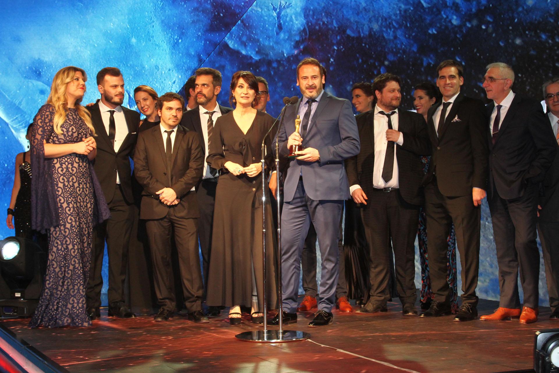 El equipo de Telenoche celebra el premio Martín Fierro al Mejor Noticiero