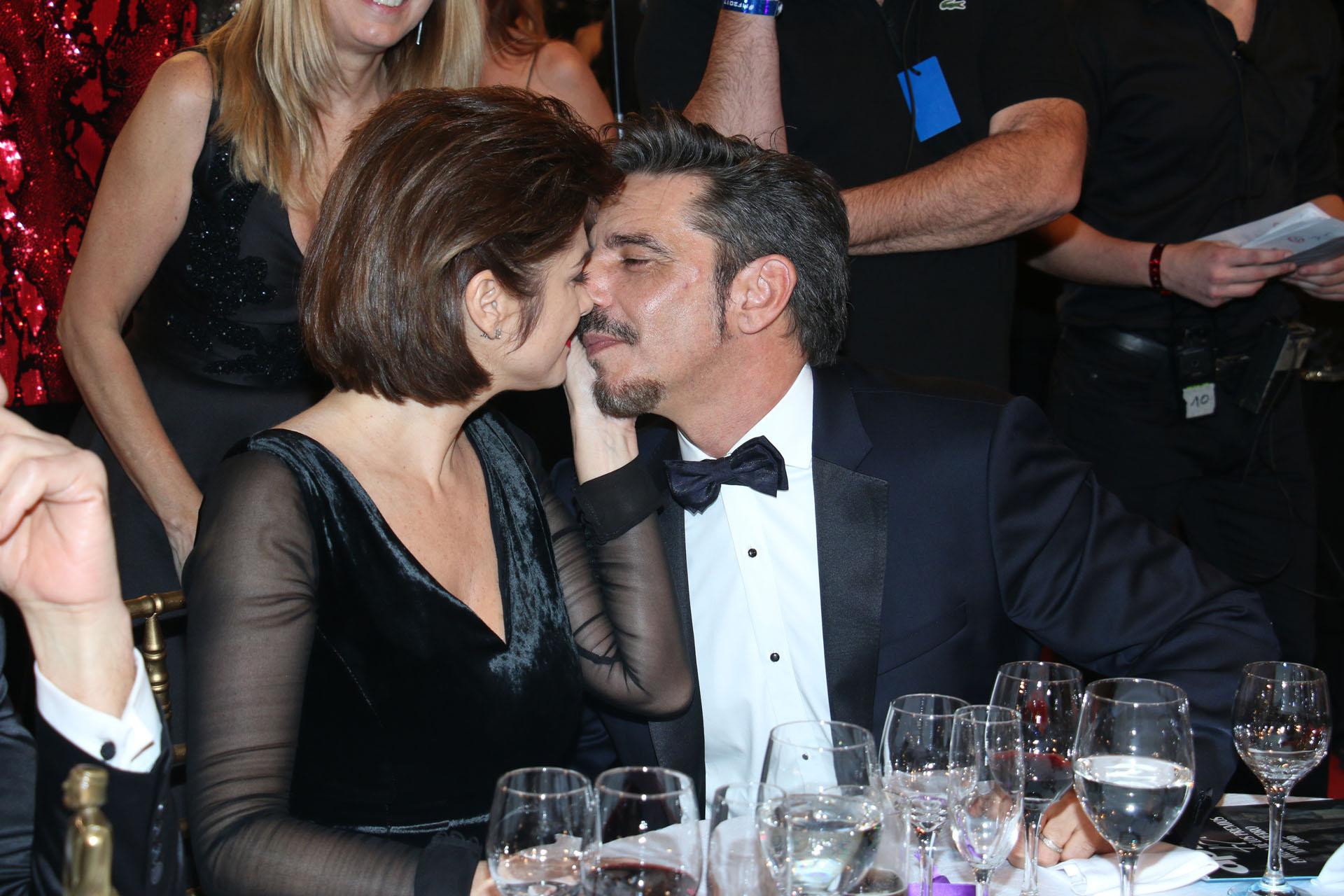 Araceli Gonzalez y Fabián Mazzei, cariñosos en los Martín Fierro