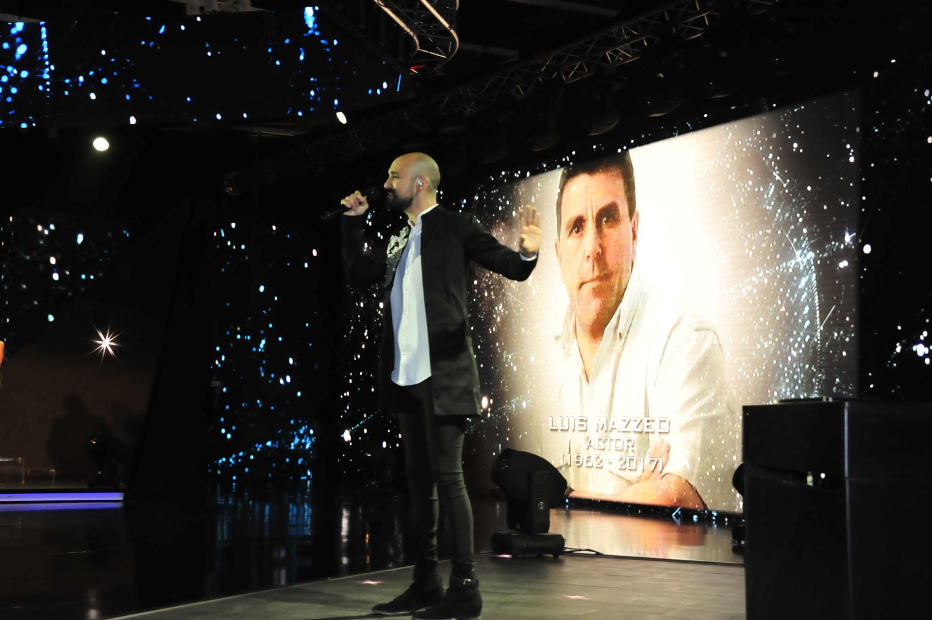 Abel Pintos cantó en el homenaje a los artistas que murieron el último año