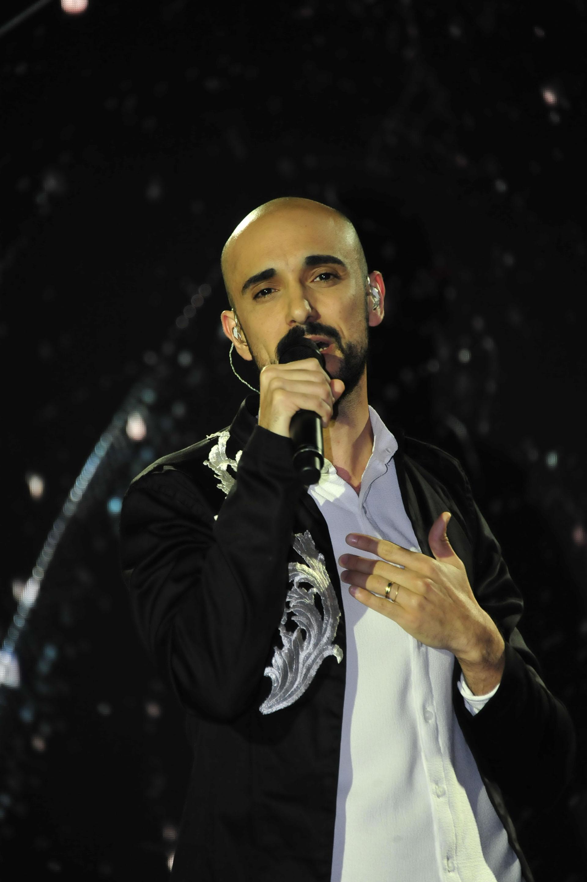 """Abel Pintos cantó el tema """"Sin principio ni final"""""""