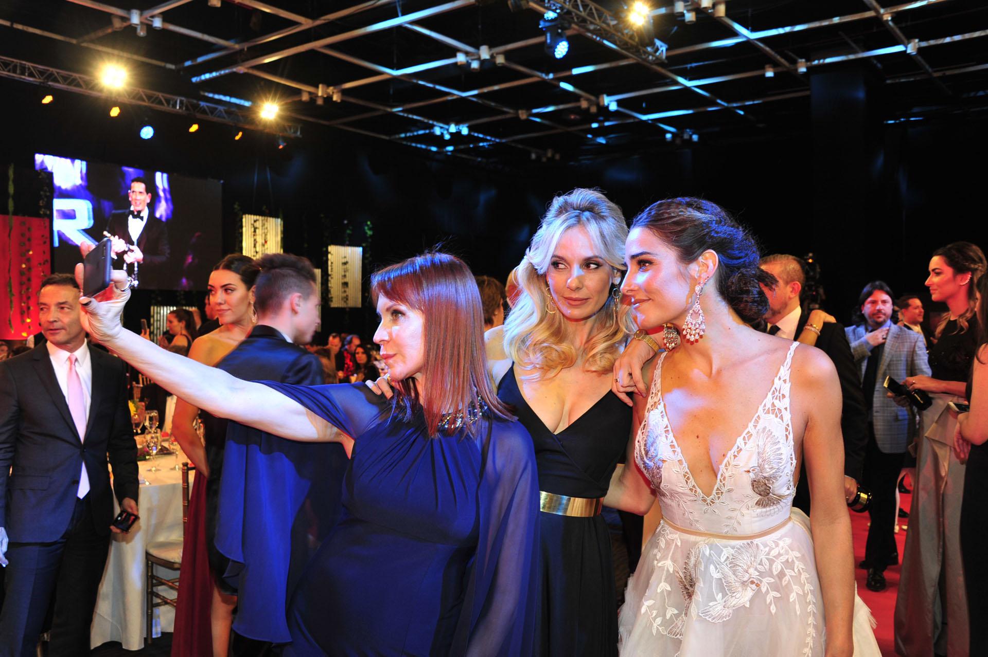 La selfie de Matilda Blanco, Julieta Cardinali y Juana Viale