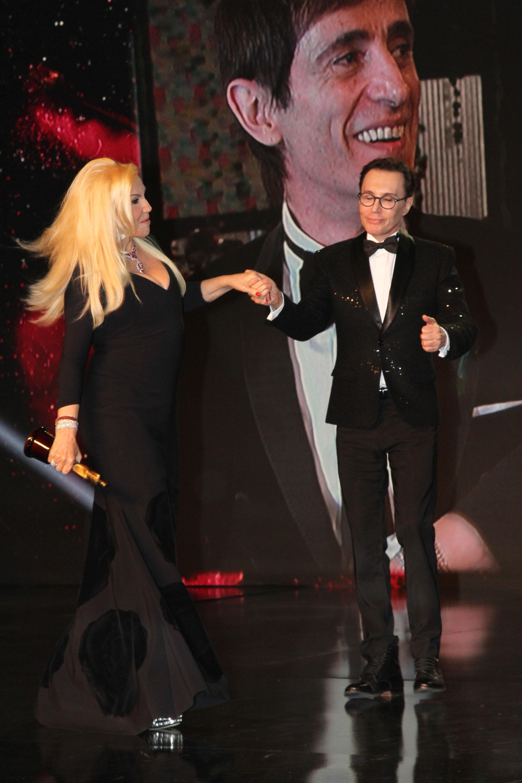 Marcelo Polino recibe a Susana Giménez en el escenario