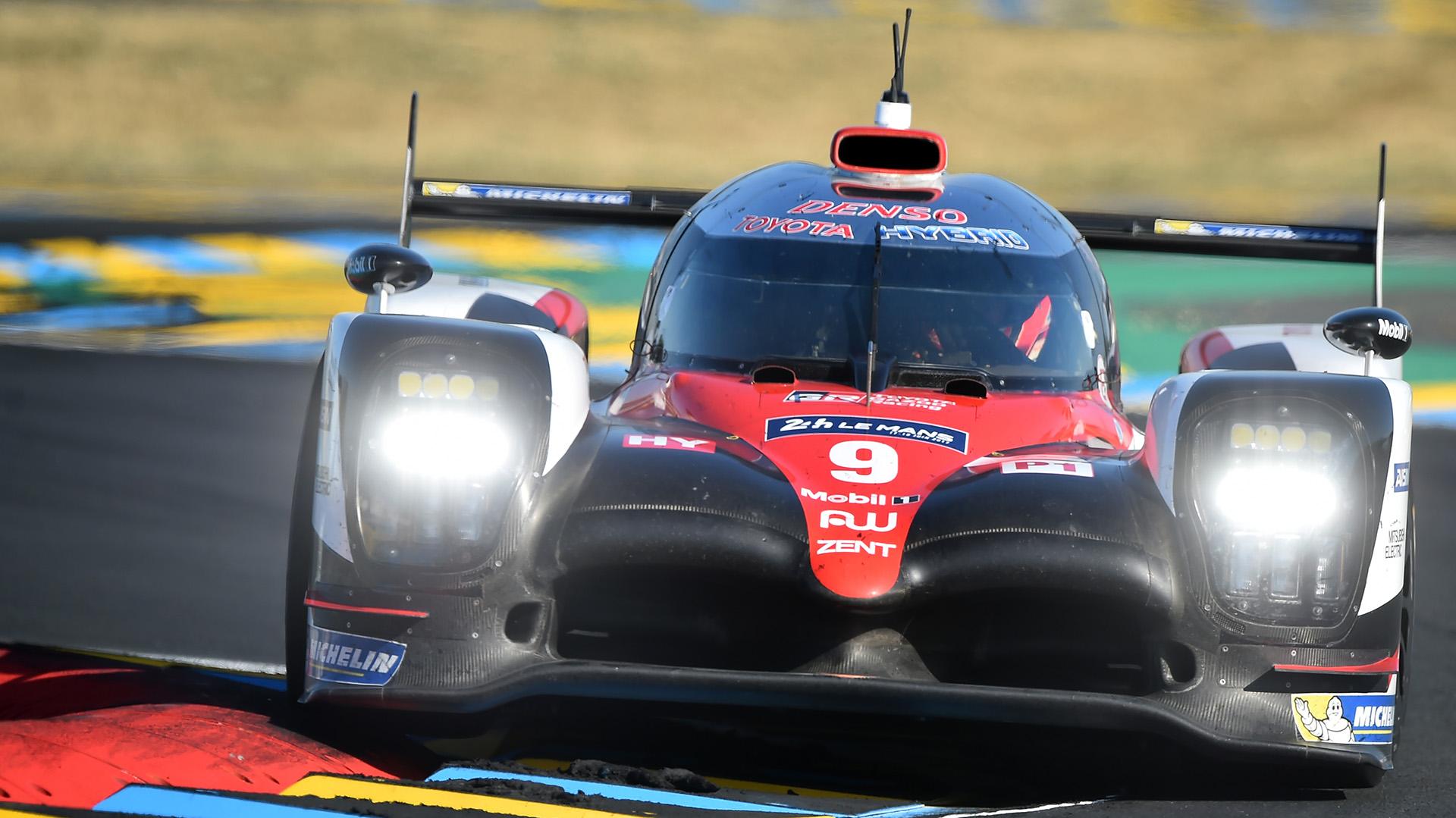 Jose María Lopez en su Toyota TS050 Hybrid N°9 durante las 24 horas de Le Mans(AFP)