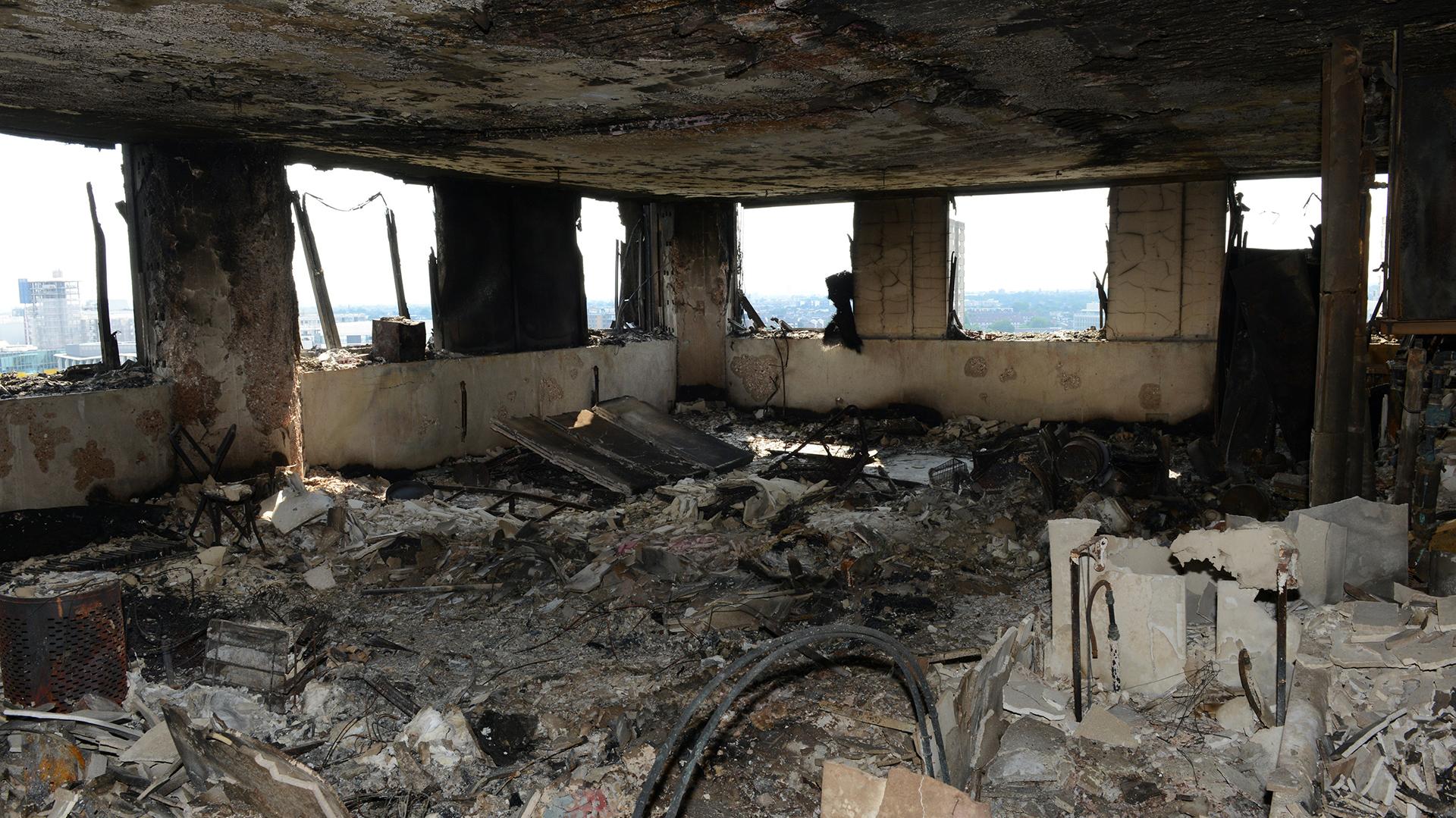 Un departamento de la torre Grenfell tras el incendio (Reuters)