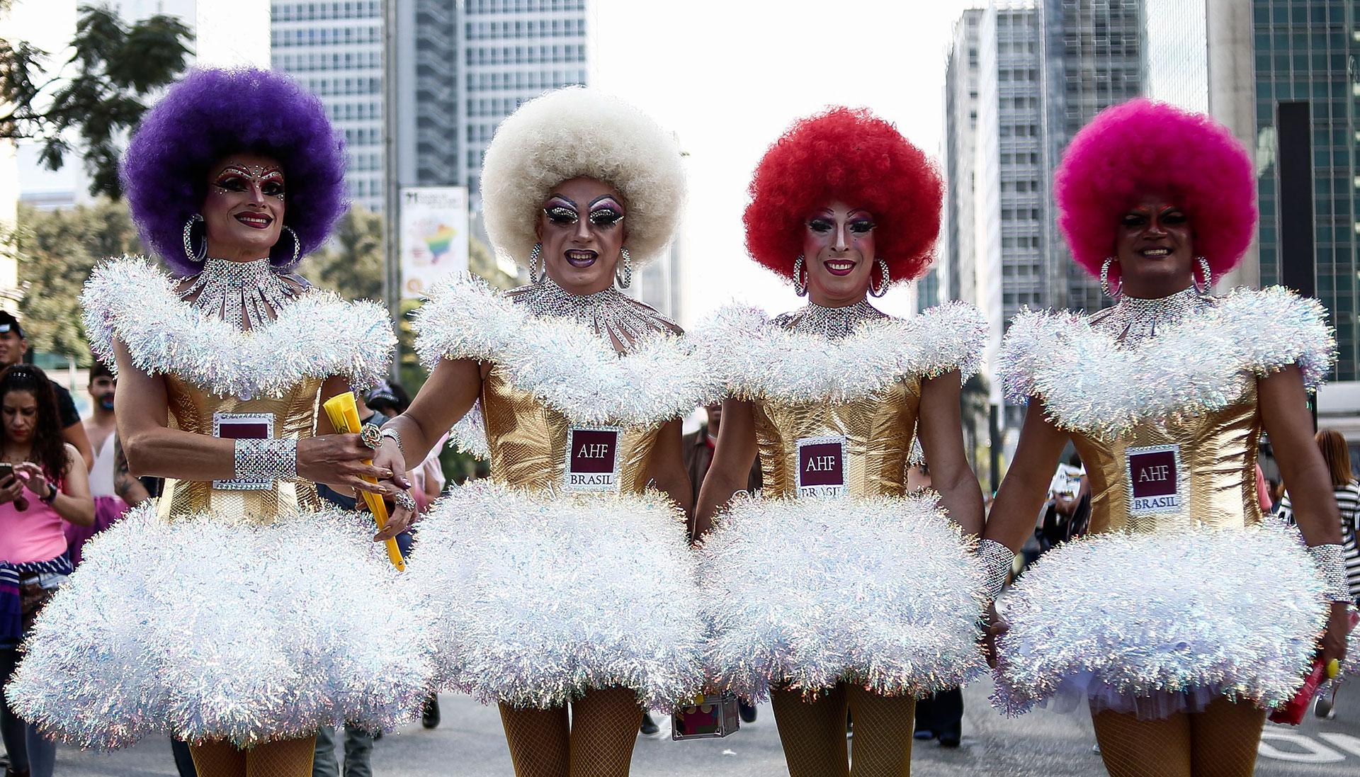 Colorido, atrevido y provocador, el desfile del orgullo gay moviliza además mucho dinero cada fin de semana de Corpus Christi en San Pablo
