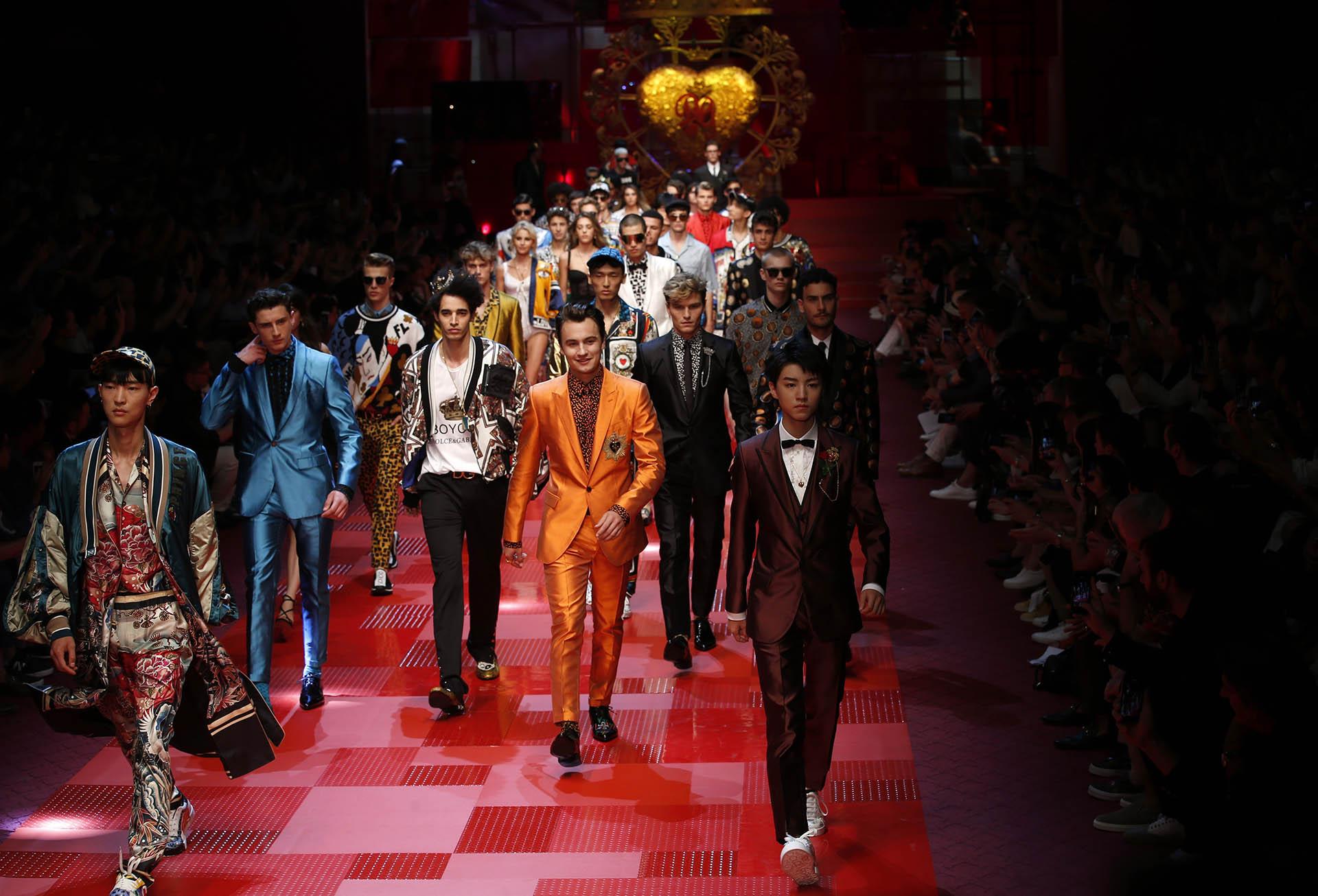 La firma de lujo italiana Dolce & Gabbana se reinventa con diseños Millennials para su colección primavera-verano 2018 (AP Photo/Antonio Calanni)