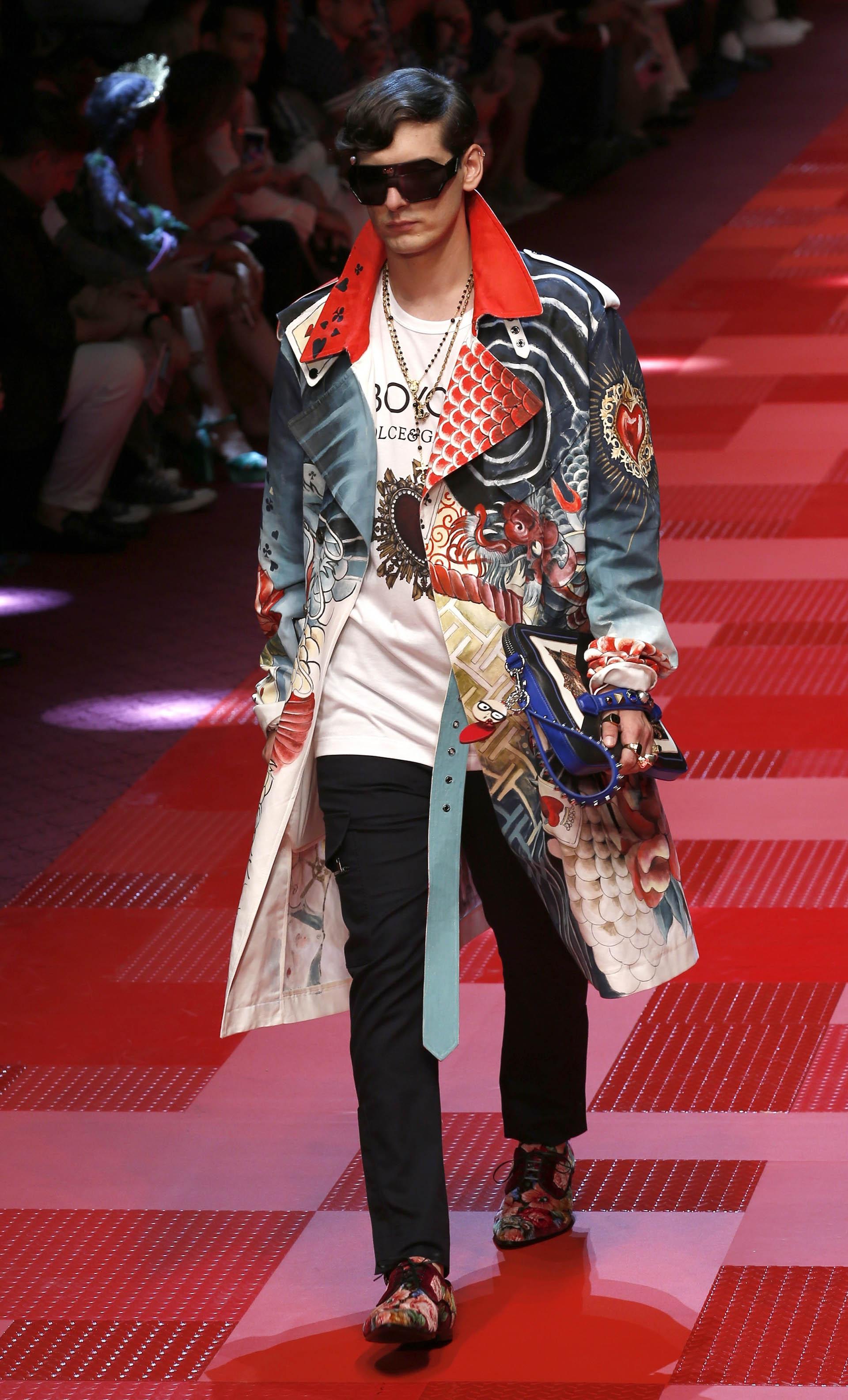 Las estampas coloridas invaden las prendas masculinas(AP Photo/Antonio Calanni)