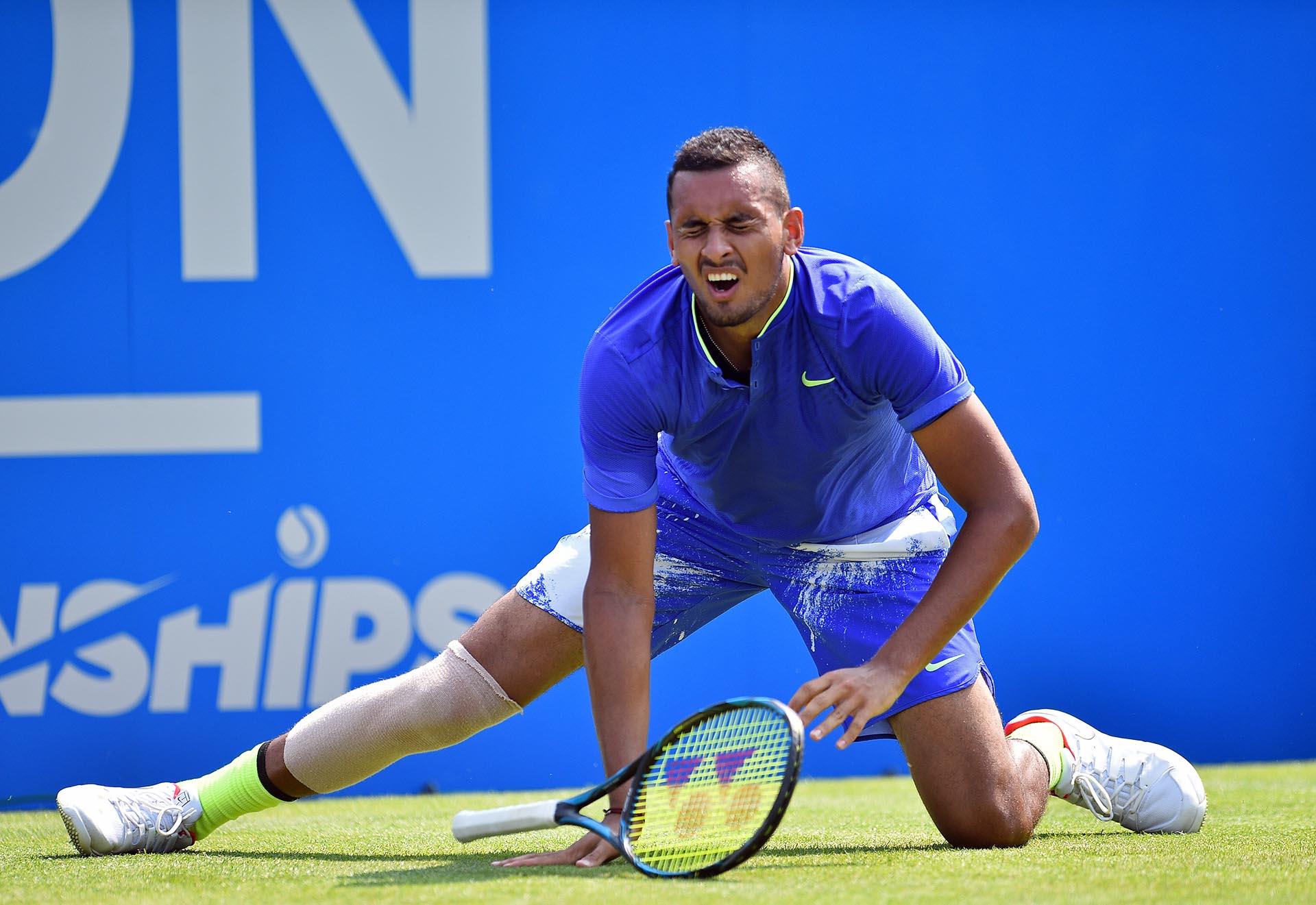 El tenista australiano Nick Kyrgios sufre una lesióndurante el Torneo Queen's, en Londres, Inglaterra
