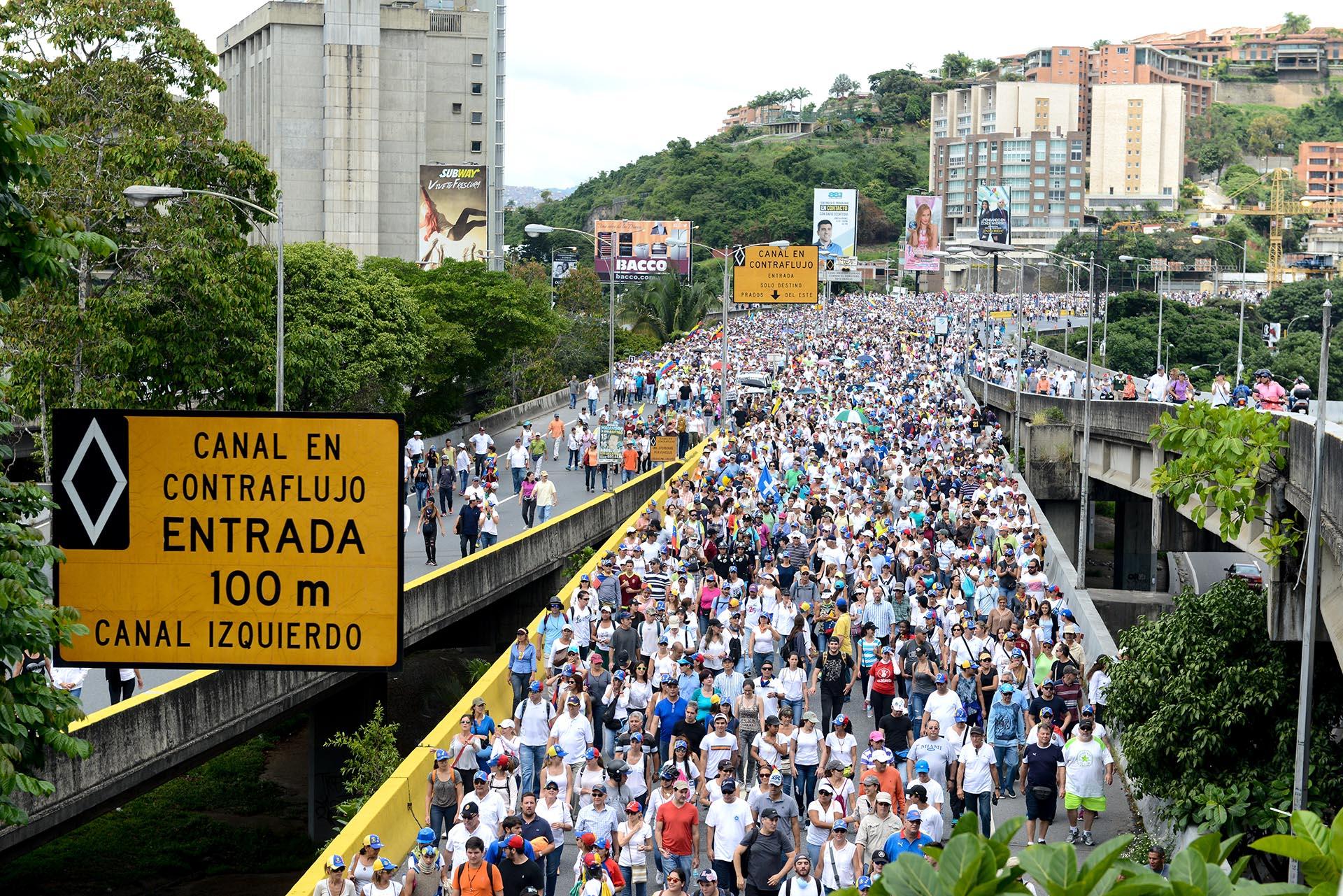 Marcha opositora en Caracas, Venezuela, contra el régimen de Nicolás Maduro