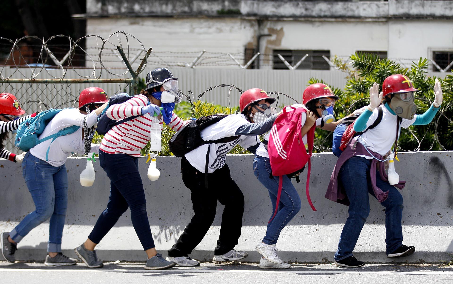 Un grupo de mujeres protesta contra el régimen de Nicolás Maduro en Caracas, Venezuela