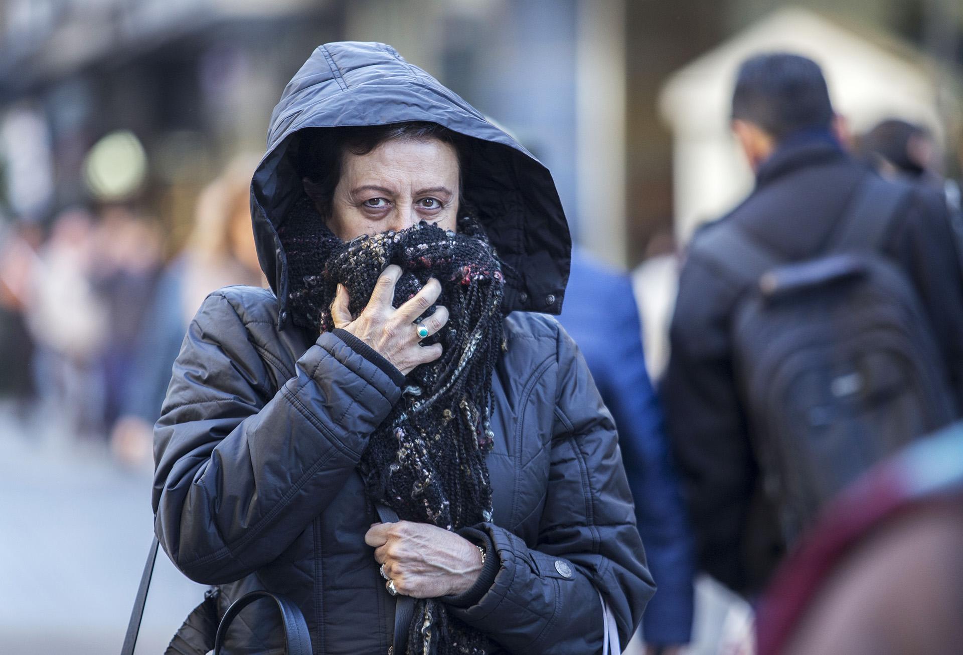 La ola polar que avanzó este fin de semana sobre todo el país, continuó este lunes con temperaturas bajo cero en distintas partes del país y alrededor de dos grados en la ciudad de Buenos Aires