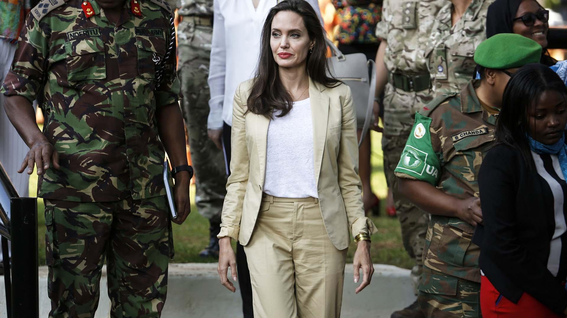 Angelina Jolie, enviada especial de la Agencia de Naciones Unidas para los Refugiados (ACNUR), a su llegada al International Peace Support Centre (Centro Internacional de Apoyo a la Paz) en el Día del Refugiado, en Nairobi