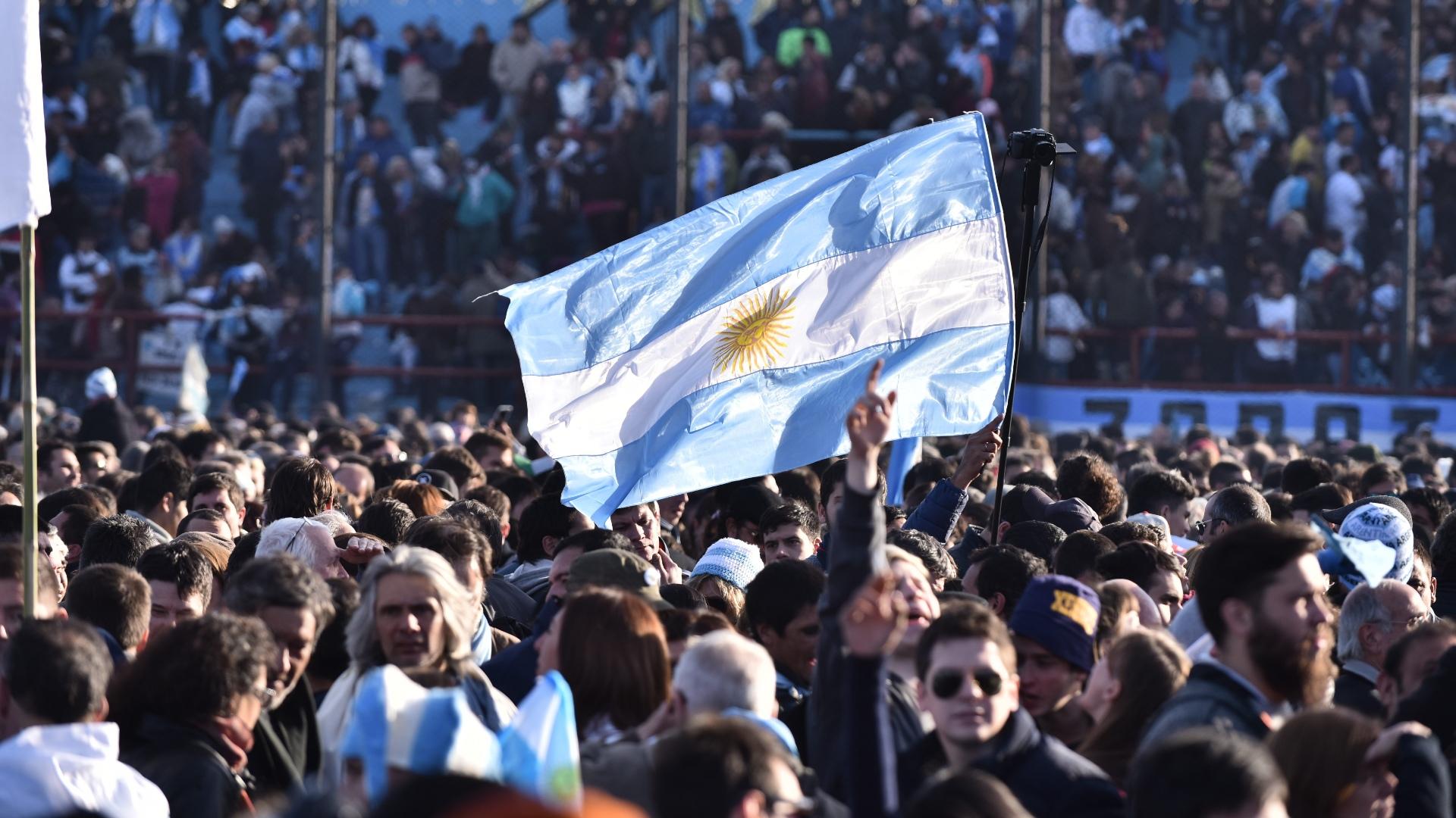 Los organizadores estimaron que se concentraron cerca de 60 mil personas en el estadio y sus alrededores (Adrián Escandar)