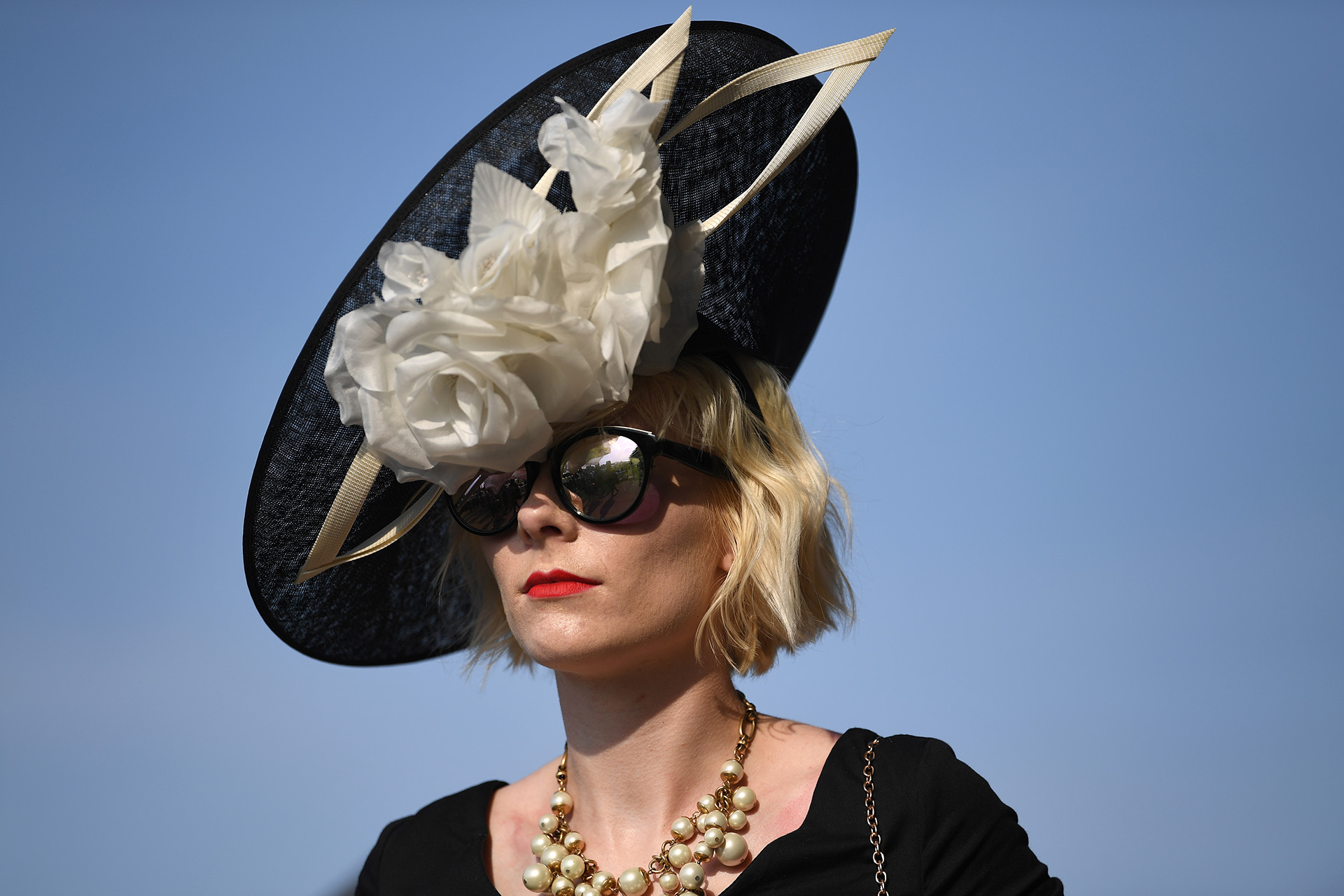 El dress code del evento exige sombreros, tocados o fascinators