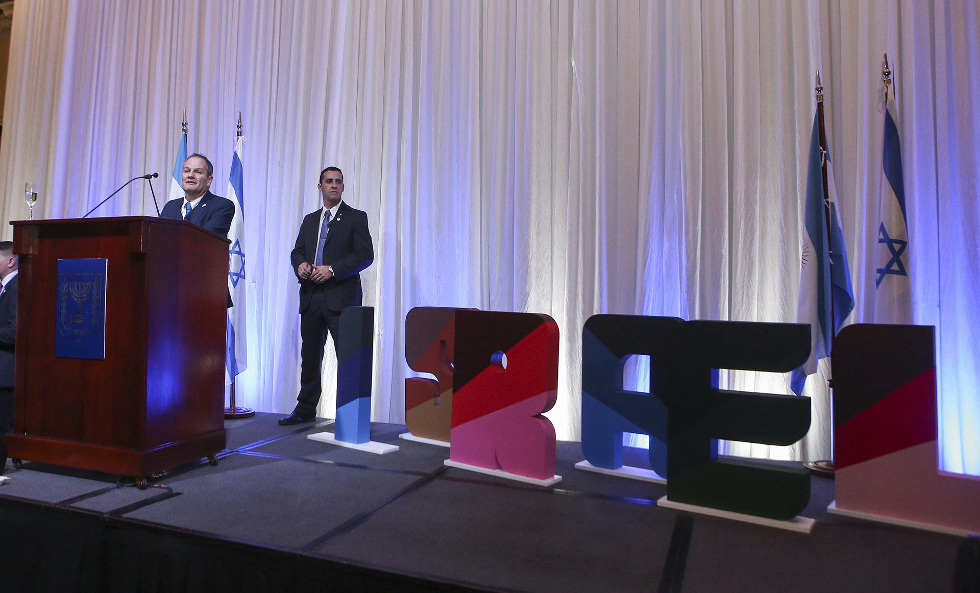 El embajador Ilan Sztulman durante su discurso, con motivo del aniversario de la independencia del Estado de Israel