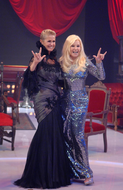 En el 2011 con Xuxa, la reina de los bajitos en su primer programa. Ambas con looks recordados, Susana enfundada en un vestido íntegramente bordado en paillettes turquesa y celeste combinando con unos stilettos boca de pez en cristales