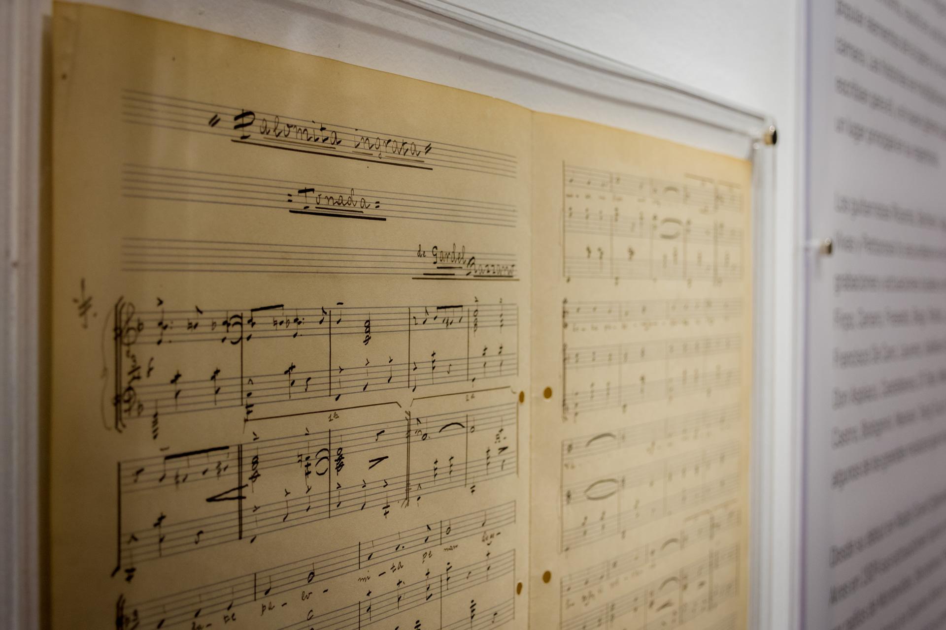 "Partitura manuscrita por Gardel de ""Palomita ingrata"". (Martín Rosenzveig)"