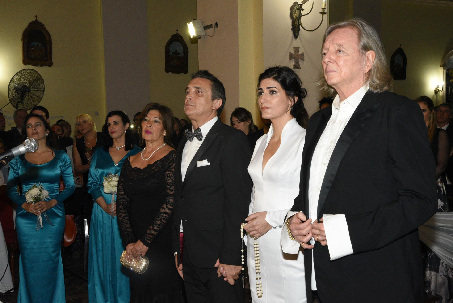Cecilia Milone y Nito Artaza junto a Pepe Cibrián Campoy y Amelia Artaza -hermana del novio-, los padrinos de la boda