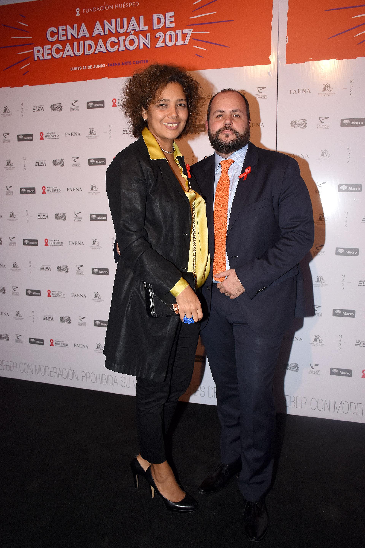 Gustavo Castagnino, director de Relaciones Institucionales de Mercedes-Benz Argentina, y su mujer Beatriz Guerra