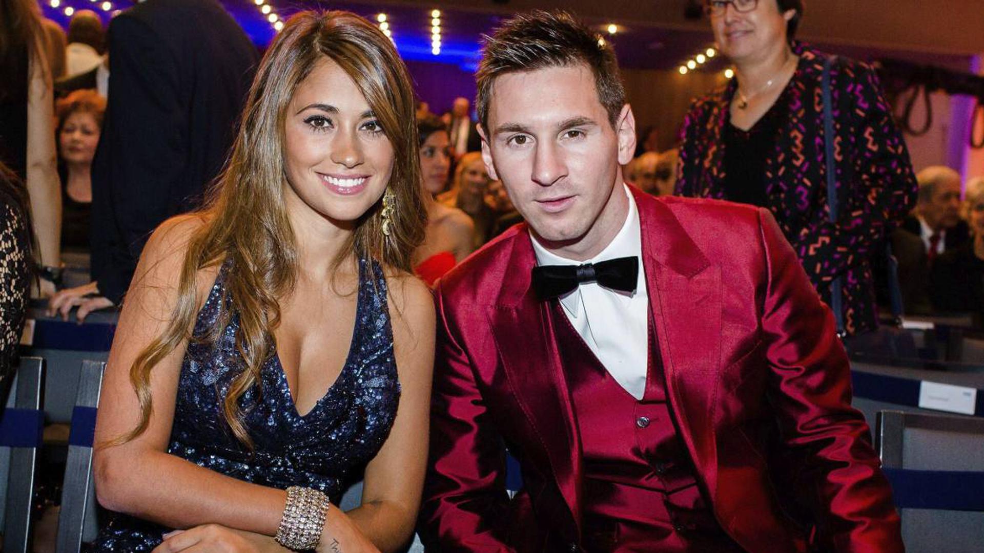 En las galas del Balón de Oro, Messi llamó la atención por sus coloridos trajes que fueron motivo de memes en las redes sociales