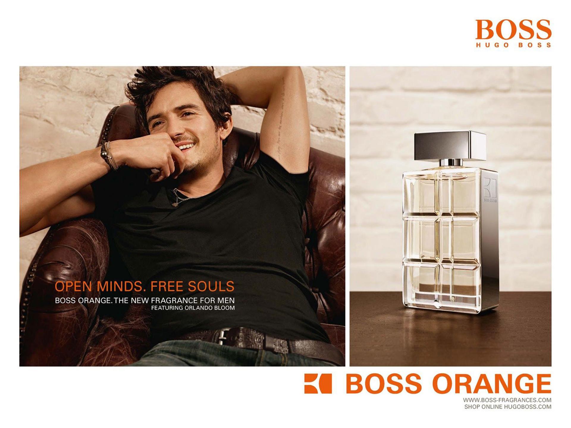 Orlando Bloom en la campaña de Boss Orange, look relaxed con jeans y remera de algodón