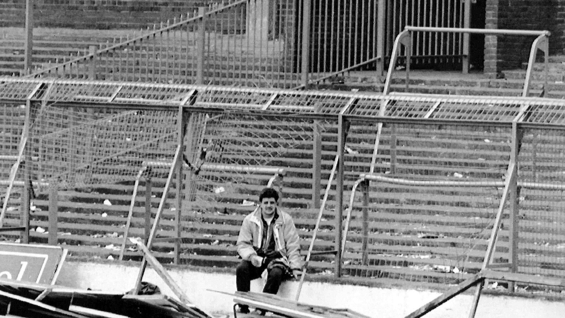 """96 muertes y los 766 heridos, todos aficionados del Liverpool, fue el saldo que dejó el desborde de gente que produjo la decisión policial de abrir una puerta para facilitar el ingreso de los hinchas """"reds"""" (AP)"""